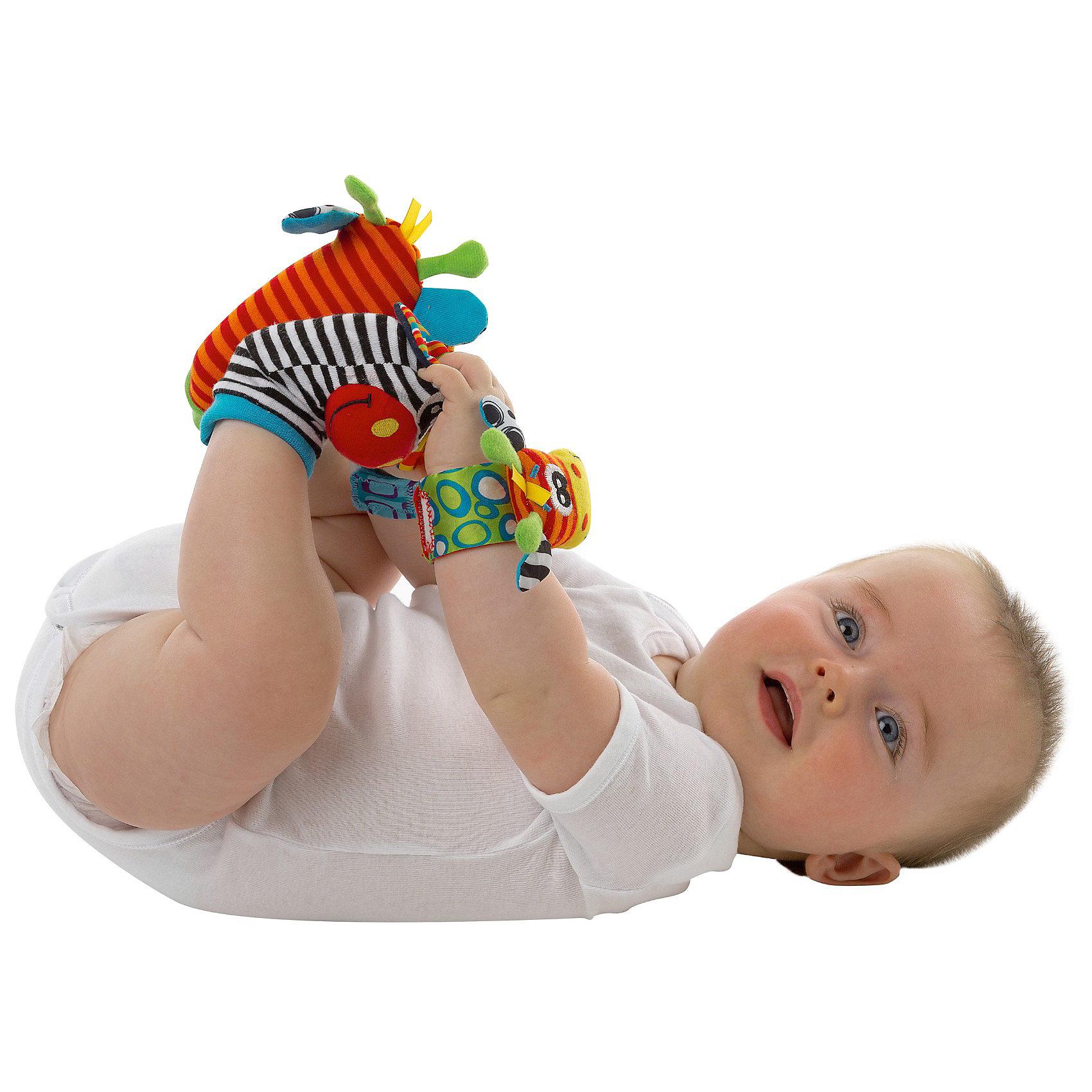 Игровой набор Зверьки, PlaygroМягкие игрушки<br>Игровой набор Зверьки, Playgro (Плейгро) подарит малышу новые впечатления и радостную улыбку.<br>Яркие игрушки на ножки и ручки от фирмы Playgro (Плейгро) из мягкой ткани развеселят и развлекут малыша. Ведь так весело доставать свои ножки, если на них надеты такие красивые носочки с забавными мордочками жирафа и зебры. Игрушки на ручках будут греметь при каждом движении. Игровой набор способствует развитию моторики, координации, слуха, осознанию причинно-следственных связей.<br><br>Дополнительная информация:<br><br>- Материал: текстиль<br>- В набор: 2 носочка (жираф и зебра) и 2 браслета на ручку (жираф и зебра)<br>- Размер упаковки: 18 х 6 х 18 см<br><br>Игровой набор Зверьки, Playgro можно купить в нашем интернет-магазине.<br><br>Ширина мм: 180<br>Глубина мм: 180<br>Высота мм: 60<br>Вес г: 233<br>Возраст от месяцев: 0<br>Возраст до месяцев: 12<br>Пол: Унисекс<br>Возраст: Детский<br>SKU: 3599517
