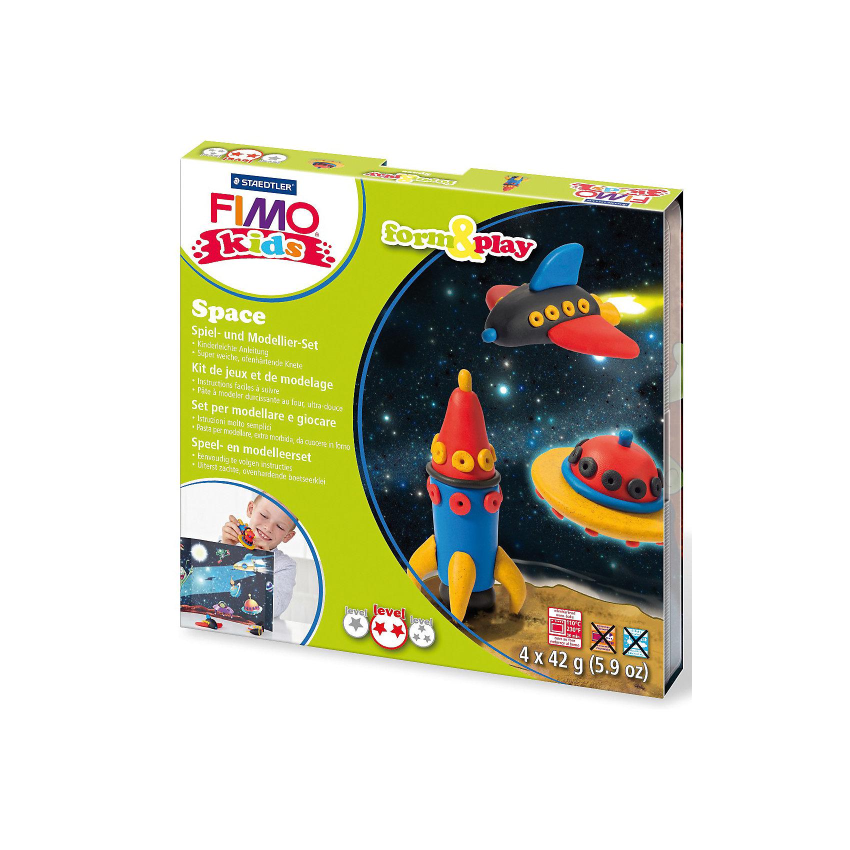Набор для создания украшений КосмосЛепка<br>Серия Form&amp;play представляет собой сочетание моделирование и игры. Основная концепция включает простые и хорошо понятные формы, инструкции в соответствии с уровнем сложности и полимерную глину, разработанную специально для детей. Игровая фоновая сцена, изображенная на внутренней стороне упаковки, не только доставит дополнительное удовольствие от игры, но и вдохновит на новые идеи моделирования.<br>FIMO kids form&amp;play детский набор Космос - содержит: 4 блока по 42 г (красный, синий, черный, блестящий золотой), стек для моделирования, пошаговые инструкции, игровая сцена. Уровень сложности 2.<br><br>Ширина мм: 158<br>Глубина мм: 157<br>Высота мм: 22<br>Вес г: 255<br>Возраст от месяцев: 60<br>Возраст до месяцев: 96<br>Пол: Унисекс<br>Возраст: Детский<br>SKU: 3608630
