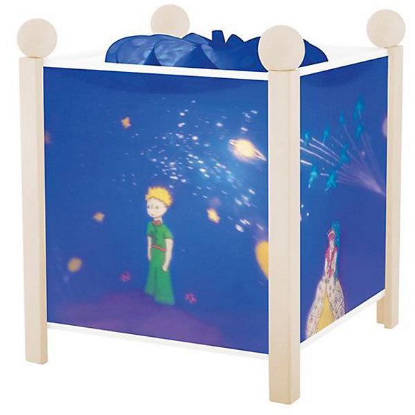 Светильник-ночник Маленький принц, 12V, TrousselierДетские предметы интерьера<br>Классический Светильник-ночник в форме куба, серия Маленький принц, 12V, Trousselier (Трусалье) с вращающейся картинкой внутри, поможет малышу заснуть и создаст уютную атмосферу в детской. <br><br>У детского светильника Трусалье две функции, одна из которых заключается в мягком освещении комнаты. При этом распространяемый нагретой лампой свет заставляет вращаться цилиндр. Вращение цилиндра в свою очередь вызывает подвижность нарисованных забавных картинок. В результате на корпусе ночника начинают меняться яркие веселые картинки. Серию Маленький принц отличают изысканные бело-голубые тона и изображения известных литературных героев Экзюпери - такой ночник идеально впишется в интерьер любой детской комнаты. Ночник упакован в праздничную коробку, что дает возможность преподнести его в качестве подарка на праздник.<br><br>Дополнительная информация:<br><br>-Материалы: металл, дерево, жароустойчивый пластик<br>-Размер: 16,5x16,5x19 см<br><br>Оригинальный светильник создаст по-настоящему сказочную атмосферу в детской, и позволит крохе быстро успокоиться и спокойно заснуть.<br><br>Светильник-ночник в форме куба, серия Маленький принц, 12V, Trousselier (Трусалье) можно купит в нашем магазине.<br><br>Ширина мм: 161<br>Глубина мм: 161<br>Высота мм: 190<br>Вес г: 912<br>Возраст от месяцев: 36<br>Возраст до месяцев: 144<br>Пол: Унисекс<br>Возраст: Детский<br>SKU: 3620645