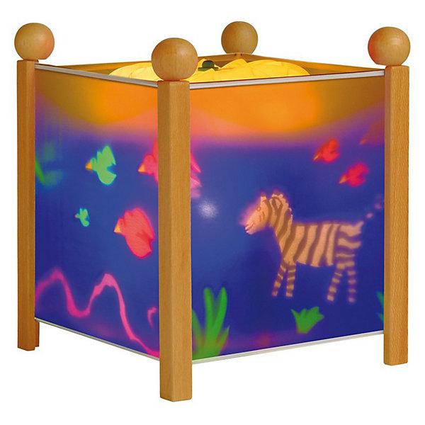 Светильник-ночник Джунгли, 12V, TrousselierДетские предметы интерьера<br>Классический Светильник-ночник Джунгли, 12V, Trousselier (Трусалье) станет идеальным аксессуаром для детской комнаты. <br><br>Он имеет классическую форму куба и светится нежным мягким светом, не раздражающим глазки даже ночью. Внутрь светильника встроен специальный механизм, вращающий цилиндр ночника от тепла лампочки. Засыпая с подобным ночником, кроха будет смотреть на сменяющиеся волшебные картинки и представлять себя героем сказочной страны. Ночник упакован в праздничную коробку, что дает возможность преподнести его в качестве подарка на праздник.<br><br>Дополнительная информация:<br><br>-Материалы: металл, дерево, жароустойчивый пластик<br>-Размер: 16,5x16,5x19 см<br><br>Оригинальный светильник создаст по-настоящему сказочную атмосферу в детской, и позволит крохе быстро успокоиться и спокойно заснуть.<br><br>Светильник-ночник Джунгли, 12V, Trousselier (Трусалье) можно купить в нашем магазине.<br>Ширина мм: 161; Глубина мм: 161; Высота мм: 190; Вес г: 912; Возраст от месяцев: 36; Возраст до месяцев: 144; Пол: Унисекс; Возраст: Детский; SKU: 3620646;