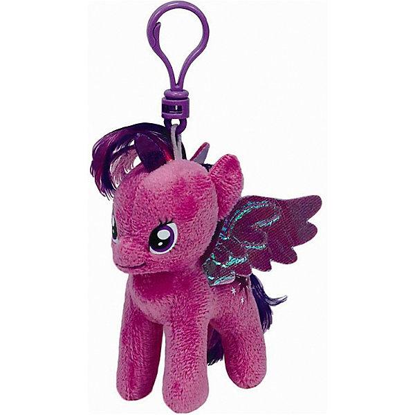 Пони Сумеречная искорка, My Little Pony, TyМягкие игрушки из мультфильмов<br>Маленькие девочки очень любят животных. Особенно любят лошадей. Для маленькой девочки нужна и маленькая лошадка. Такой лошадкой является пони. Вашей дочке обязательно понравится красивая малышка: Pony Twilight Sparkle (Пони  Сумеречная искорка), которая станет новой любимицей ребенка. Чудесная милая Пони имеет яркую красивую раскраску. Большие выразительные глаза пони смотрят с такой трогательной добротой, что так и хочется взять игрушку  на руки и заботиться об этой малютке. Мягкая игрушка оснащена удобным карабином, при помощи которого ее можно прикрепить к сумочке или к рюкзаку, чтобы никогда не расставаться!<br><br>Дополнительная информация:<br><br>- Игрушка развивает: тактильные навыки, зрительную координацию, мелкую моторику рук;<br>- Идеальный подарок для любителей серии: My Little Pony (Моя Маленькая Пони);<br>- Материалы не вызовут аллергии у Вашего малыша;<br>- Игрушка оснащена карабином, для крепления к сумочке;<br>- Яркие и стойкие цвета приятны для глаз;<br>- Материал: плюш, пластик;<br>- Высота игрушки: 15 см<br><br>Pony Twilight Sparkle (Пони  Сумеречная искорка), 15 см, My Little Pony, Ty можно купить в нашем интернет-магазине.<br><br>Ширина мм: 150<br>Глубина мм: 150<br>Высота мм: 152<br>Вес г: 29<br>Возраст от месяцев: 36<br>Возраст до месяцев: 120<br>Пол: Унисекс<br>Возраст: Детский<br>SKU: 3676489