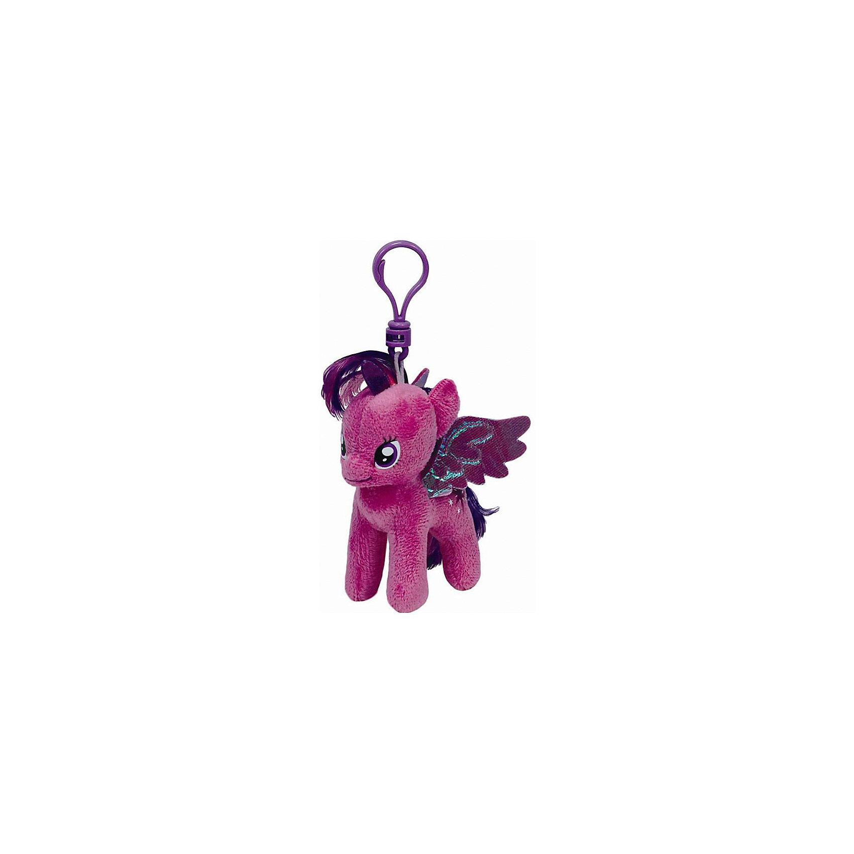 Пони Сумеречная искорка, My Little Pony, TyМаленькие девочки очень любят животных. Особенно любят лошадей. Для маленькой девочки нужна и маленькая лошадка. Такой лошадкой является пони. Вашей дочке обязательно понравится красивая малышка: Pony Twilight Sparkle (Пони  Сумеречная искорка), которая станет новой любимицей ребенка. Чудесная милая Пони имеет яркую красивую раскраску. Большие выразительные глаза пони смотрят с такой трогательной добротой, что так и хочется взять игрушку  на руки и заботиться об этой малютке. Мягкая игрушка оснащена удобным карабином, при помощи которого ее можно прикрепить к сумочке или к рюкзаку, чтобы никогда не расставаться!<br><br>Дополнительная информация:<br><br>- Игрушка развивает: тактильные навыки, зрительную координацию, мелкую моторику рук;<br>- Идеальный подарок для любителей серии: My Little Pony (Моя Маленькая Пони);<br>- Материалы не вызовут аллергии у Вашего малыша;<br>- Игрушка оснащена карабином, для крепления к сумочке;<br>- Яркие и стойкие цвета приятны для глаз;<br>- Материал: плюш, пластик;<br>- Высота игрушки: 15 см<br><br>Pony Twilight Sparkle (Пони  Сумеречная искорка), 15 см, My Little Pony, Ty можно купить в нашем интернет-магазине.<br><br>Ширина мм: 150<br>Глубина мм: 150<br>Высота мм: 152<br>Вес г: 29<br>Возраст от месяцев: 36<br>Возраст до месяцев: 120<br>Пол: Унисекс<br>Возраст: Детский<br>SKU: 3676489