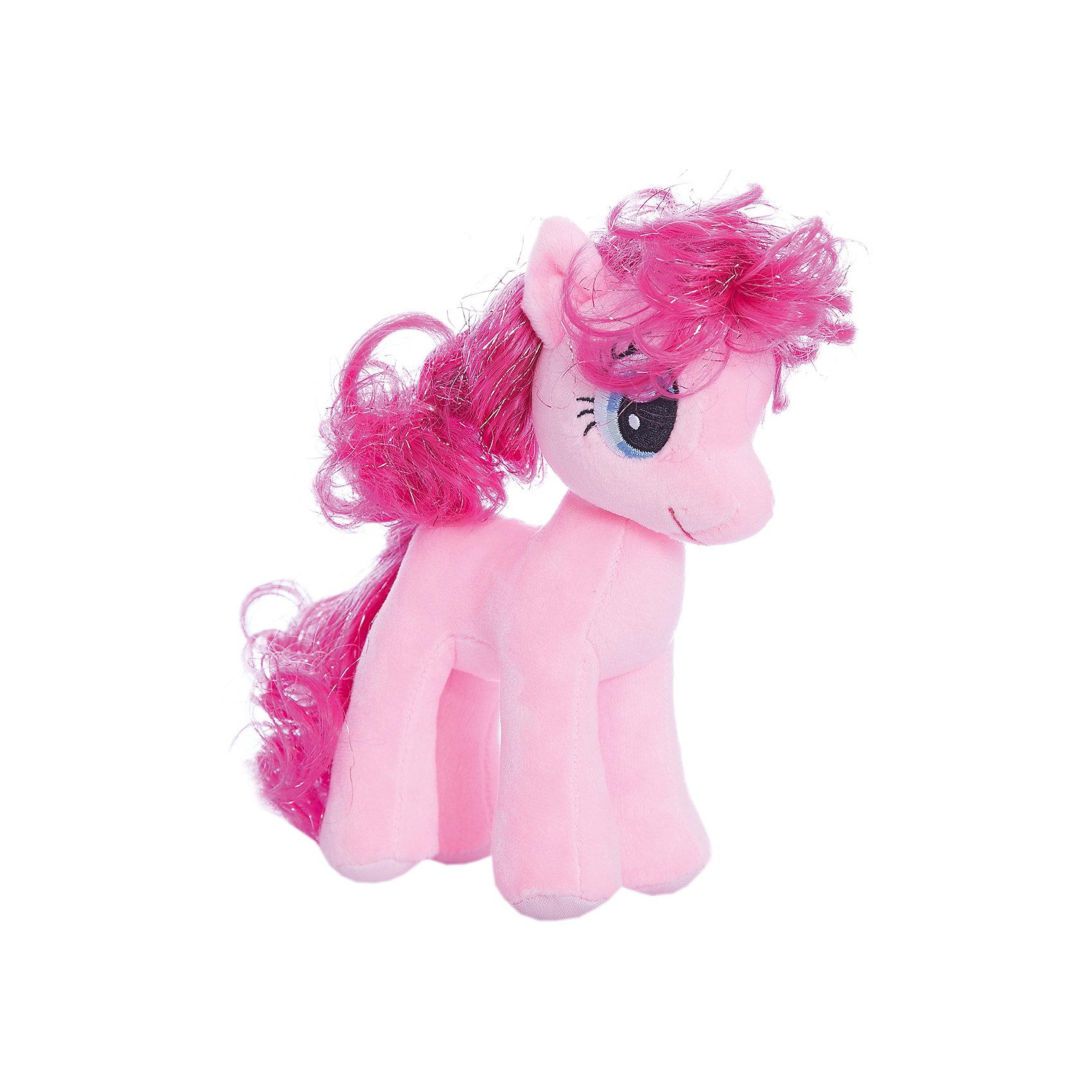 Пони Пинки Пай, 20 см, My Little Pony, TyМаленькие девочки очень любят животных. Особенно любят лошадей. Для маленькой девочки нужна и маленькая лошадка. Такой лошадкой является пони. Вашей дочке обязательно понравится красивая малышка: Pony Pinkie Pie (Пони Пинки Пай), которая станет новой любимицей ребенка. Чудесная милая Пони имеет яркую красивую окраску и шелковистую гриву. Большие выразительные глаза пони смотрят с такой трогательной добротой, что так и хочется взять игрушку  на руки и заботиться об этой малютке. <br><br>Дополнительная информация:<br><br>- Игрушка развивает: тактильные навыки, зрительную координацию, мелкую моторику рук;<br>- Идеальный подарок для любителей серии: My Little Pony (Моя Маленькая Пони);<br>- Материалы не вызовут аллергии у Вашего малыша;<br>- Приятная на ощупь;<br>- Яркие и стойкие цвета приятны для глаз;<br>- Материал: плюш;<br>- Высота игрушки: 20 см;<br>- Вес: 88 г<br><br>Pony Pinkie Pie (Пони Пинки Пай), 20 см, My Little Pony, Ty можно купить в нашем интернет-магазине.<br><br>Ширина мм: 203<br>Глубина мм: 203<br>Высота мм: 203<br>Вес г: 88<br>Возраст от месяцев: 36<br>Возраст до месяцев: 120<br>Пол: Унисекс<br>Возраст: Детский<br>SKU: 3676490