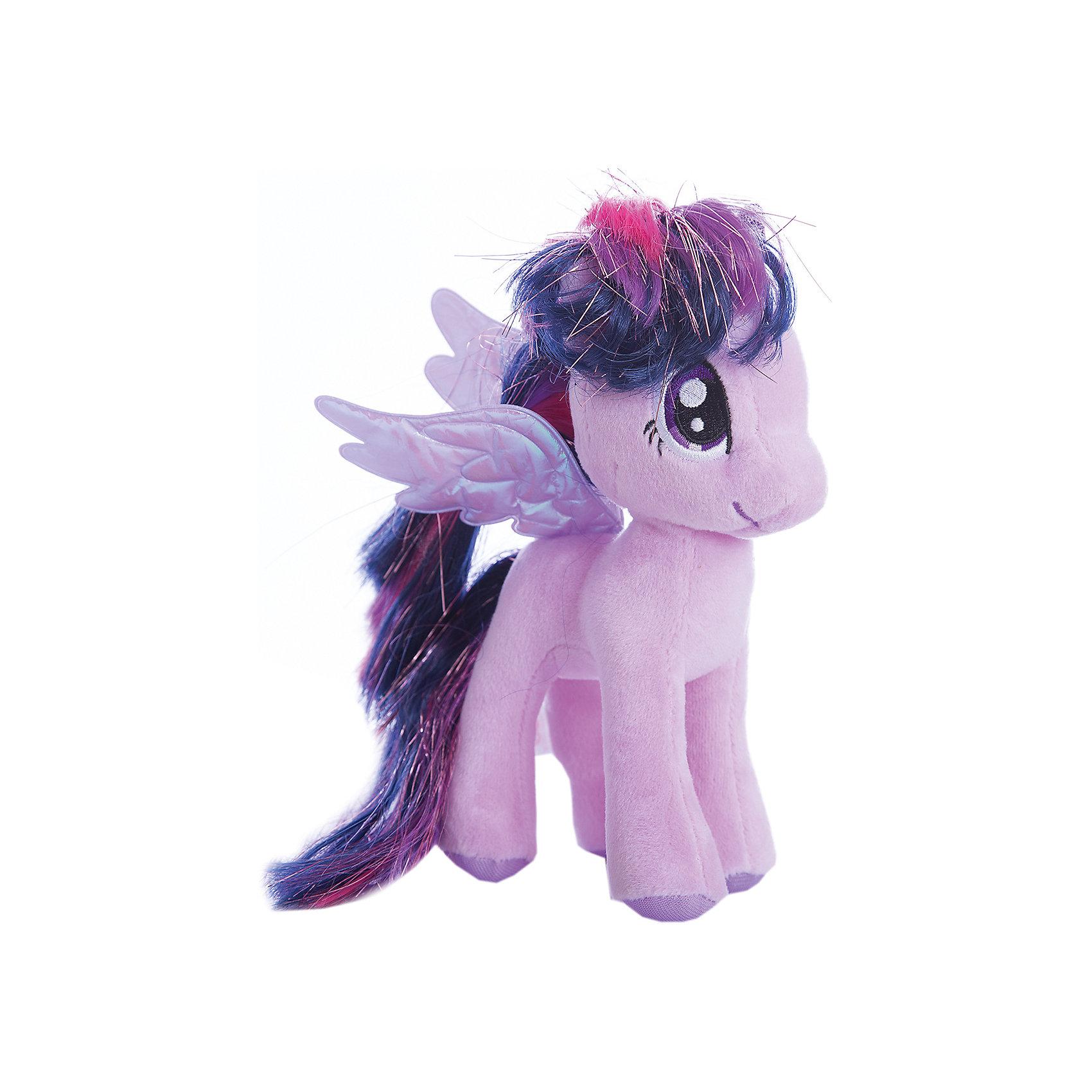 Пони Сумеречная искорка, 20 см, My Little Pony, TyЛюбимые герои<br>Маленькие девочки очень любят животных. Особенно любят лошадей. Для маленькой девочки нужна и маленькая лошадка. Такой лошадкой является пони. Вашей дочке обязательно понравится красивая малышка: Pony Twilight Sparkle (Пони Сумеречная Искорка), которая станет новой любимицей ребенка. Чудесная милая Пони имеет яркую красивую окраску и шелковистую гриву. Большие выразительные глаза пони смотрят с такой трогательной добротой, что так и хочется взять игрушку  на руки и заботиться об этой малютке. <br><br>Дополнительная информация:<br><br>- Игрушка развивает: тактильные навыки, зрительную координацию, мелкую моторику рук;<br>- Идеальный подарок для любителей серии: My Little Pony (Моя Маленькая Пони);<br>- Материалы не вызовут аллергии у Вашего малыша;<br>- Приятная на ощупь;<br>- Яркие и стойкие цвета приятны для глаз;<br>- Материал: плюш;<br>- Высота игрушки: 20 см;<br>- Вес: 89 г<br><br>Pony Twilight Sparkle (Пони Сумеречная Искорка), 20 см, My Little Pony, Ty можно купить в нашем интернет-магазине.<br><br>Ширина мм: 330<br>Глубина мм: 330<br>Высота мм: 330<br>Вес г: 89<br>Возраст от месяцев: 36<br>Возраст до месяцев: 120<br>Пол: Унисекс<br>Возраст: Детский<br>SKU: 3676500