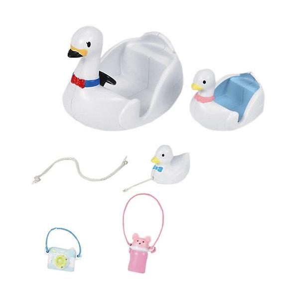 Набор Лодка-лебедь, Sylvanian FamiliesSylvanian Families<br>С Набором Лодка-лебедь (Swan Boat), Sylvanian Families (Сильваниан Фэмилис)  Ваши любимцы могут путешествовать даже по воде с комфортом. Ведь в наборе есть все необходимое: лодочки для передвижения, игрушечный лебедь, трос, фотоаппарат, бутылочка. Фигурки в набор не входят, зато лодочек здесь сразу несколько - целое лебединое озеро! Это набор подарит неисчерпаемое море игровых сюжетов для Ваших любимцев! <br><br>Дополнительная информация:<br><br>- В комплекте: 2 лодочки, игрушечный лебедь, трос, фотоаппарат и бутылочка;<br>- Прекрасное качество исполнения;<br>- Фигурки в комплект не входят;<br>- Набор изготовлен из высококачественных безопасных материалов, абсолютно безопасных для здоровья ребенка;<br>- Материал: пластик;<br>- Размер упаковки: 13 х 7 х 13 см;<br>- Вес: 122 г<br><br>Набор Лодка-лебедь, Sylvanian Families (Сильваниан Фэмилис) можно купить в нашем интернет-магазине.<br>Ширина мм: 130; Глубина мм: 70; Высота мм: 130; Вес г: 122; Возраст от месяцев: 36; Возраст до месяцев: 144; Пол: Женский; Возраст: Детский; SKU: 3702863;