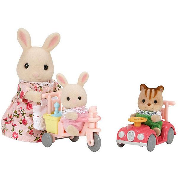 Набор Детская прогулка, Sylvanian FamiliesSylvanian Families<br>В набор «Детская прогулка» Sylvanian Families (Сильваниан Фэмилис) входят мама Кролик, которая вышла на прогулку с двумя очаровательными малышами: своей дочкой и ее подружкой котенком. Детки не идут пешком, а едут на велосипеде и машинке. Тема прогулки любима малышами, поэтому они создадут много увлекательных сюжетов! Одежда у зверюшек застегивается на липучку и легко снимается. Голова, ручки и ножки у них двигаются.<br>Миниатюрные зверюшки Sylvanian Families (Сильваниан Фэмилис) великолепно подходят для сюжетно-ролевых игр детей от  4-х лет и укрепляют осознание малышами семейных ценностей!<br><br>Дополнительная информация:<br><br>- В комплекте: мама кролик с дочкой и её подружкой котенком, машинка и трехколесный велосипед в багажник которого помещаются лейка и лопатка для песка;<br>- Колесики у машинки и велосипеда, а также руль подвижные;<br>- Прекрасное качество исполнения;<br>- Набор изготовлен только из высококачественных безопасных материалов, абсолютно безопасных для здоровья ребенка;<br>- Материал: пластмасса, ПВХ с полимерным напылением, текстиль;<br>- Размер игрушек: мама: 8 см; малыши: 6 см;<br>- Размер упаковки: 20 х 6 х 17 см;<br>- Вес: 234 г<br><br>Набор Детская прогулка, Sylvanian Families (Сильваниан Фэмилис) можно купить в нашем интернет-магазине.<br><br>Ширина мм: 200<br>Глубина мм: 60<br>Высота мм: 170<br>Вес г: 234<br>Возраст от месяцев: 36<br>Возраст до месяцев: 144<br>Пол: Женский<br>Возраст: Детский<br>SKU: 3702865