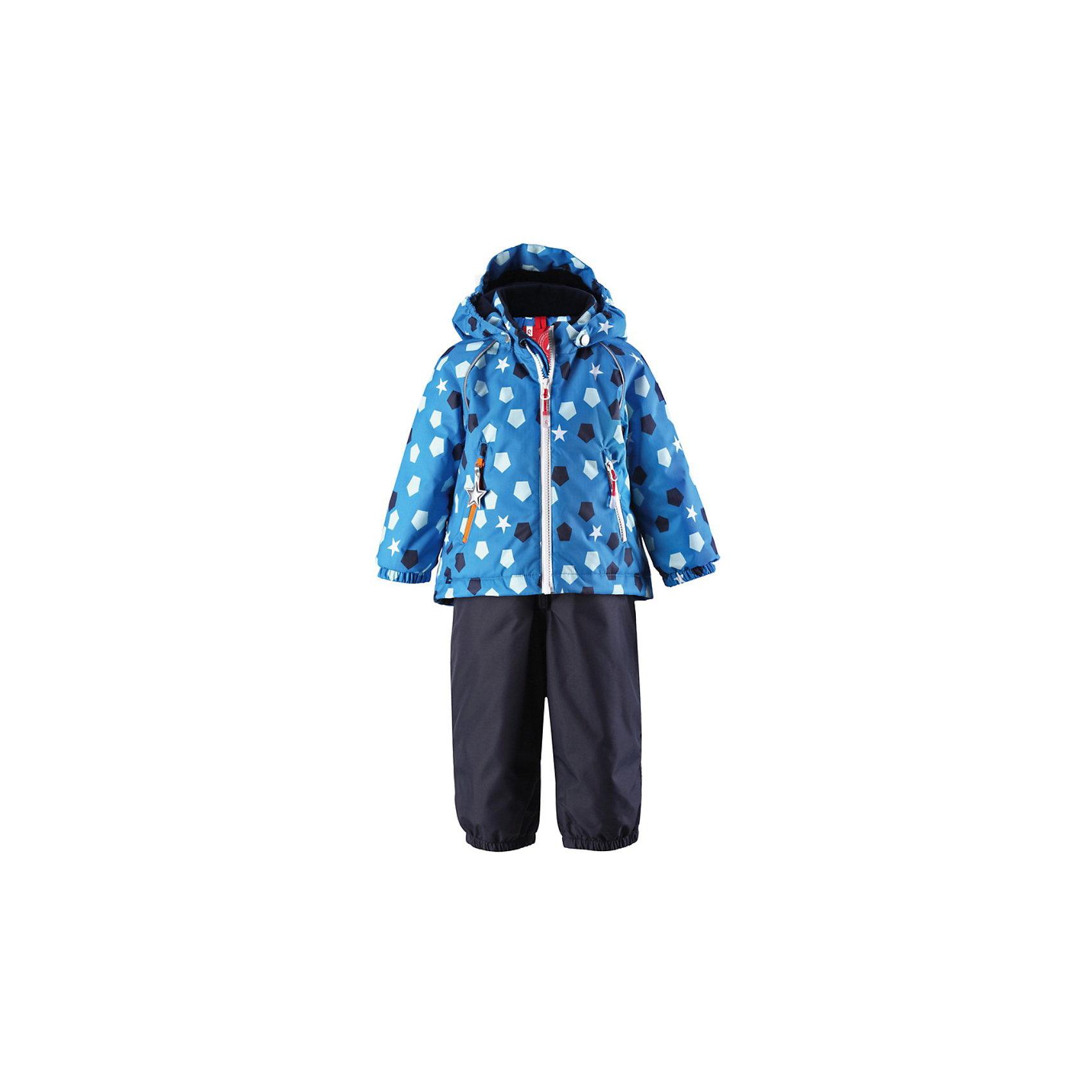 Комплект для мальчика: куртка и полукобинезон ReimaКомплект для мальчика: куртка и полукобинезон от популярного финского бренда Reima.<br>Детский комплект<br>Основные швы проклеены<br>Съемный капюшон<br>Два кармана на молниях на куртке<br>Регулируемые подтяжки на брюках<br>Утепленное седалище на брюках<br>Съемные эластичные штрипки<br>Светоотражающие детали<br>Состав:<br>100% Полиэстер, Полиуретан-покрытие<br>Средняя степень утепления (до - 20)<br><br>Комплект для мальчика: куртка и полукобинезон Reima (Рейма) можно купить в нашем магазине.<br><br>Ширина мм: 356<br>Глубина мм: 10<br>Высота мм: 245<br>Вес г: 519<br>Цвет: синий<br>Возраст от месяцев: 6<br>Возраст до месяцев: 9<br>Пол: Мужской<br>Возраст: Детский<br>Размер: 74,98,92,86,80<br>SKU: 3715317