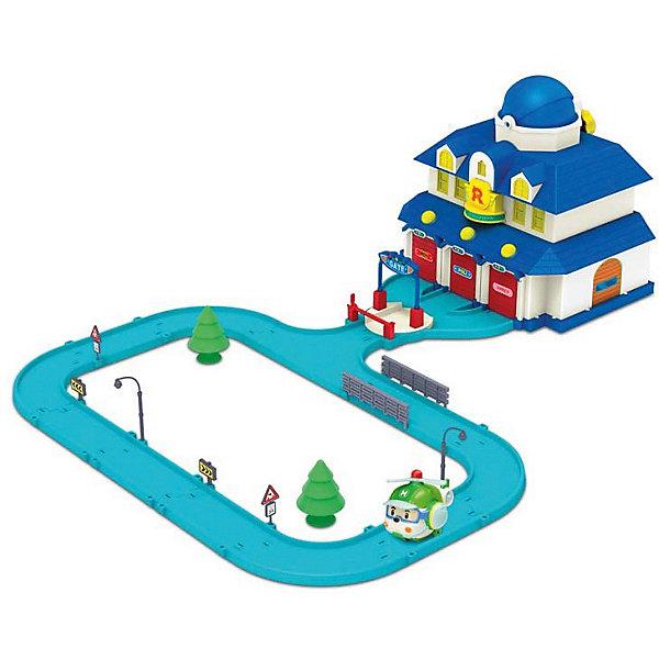 Игровой набор Штаб-квартира 60х80 см,  Робокар ПолиИдеи подарков<br>Игровой набор Штаб-квартира, Робокар Поли - увлекательный игровой набор, который обязательно понравится всем юным поклонникам мультсериала Робокар Поли (Robocar Poli). Спасательная команда служебных машинок всегда готова прийти на помощь жителям городка Брум и выручить в любой ситуации. В комплекте Вы найдете здание штаба машинок-спасателей и металлическую фигурку вертолета Хэли.<br><br>В здании штаба есть 3 гаража, на каждом из которых имеется собственная табличка с именем машинки-спасателя: Рой (Roy), Эмбер (Amber) и Поли (Poli). Дверцы гаражей открываются при нажатии кнопочек, расположенных над каждой дверью. Если удерживать кнопочку, пол в гараже приподнимается в наклонное положение и машинка выкатывается. На крыше установлен ангар для вертолетика Хэли, который открывается с помощью вращающейся ручки.<br> <br>Въезд в штаб-квартиру оборудован поднимающимся шлагбаумом и платформой, которая позволяет машинам в считанные секунды выезжать из гаражей. Крыша штаба на защелке поднимается, внутри можно разместить различные аксессуары и элементы набора. К зданию штаба примыкает круговая автотрасса, вдоль которой можно расставить входящие в комплект фигурки деревьев, дорожные знаки и фонарные столбы. Все детали имеют скругленные углы и безопасны для детей.<br><br>Дополнительная информация:<br><br>- В комплекте: здание штаб-квартиры, вертолет-спасатель Хэли, дополнительные элементы: зеленые деревья, дорожные знаки, фонарные столбы и ограждения.<br>- Материал: пластик, металл.<br>- Размер вертолета: 6 см. <br>- Размер игрушки: 60 х 80 см.<br>- Размер упаковки: 40 х 30 х 24 см.<br>- Вес: 2,5 кг.<br><br>Игровой набор Штаб-квартира, Робокар Поли можно купить в нашем интернет-магазине.<br>Ширина мм: 405; Глубина мм: 253; Высота мм: 314; Вес г: 2271; Возраст от месяцев: 36; Возраст до месяцев: 36; Пол: Унисекс; Возраст: Детский; SKU: 3722551;