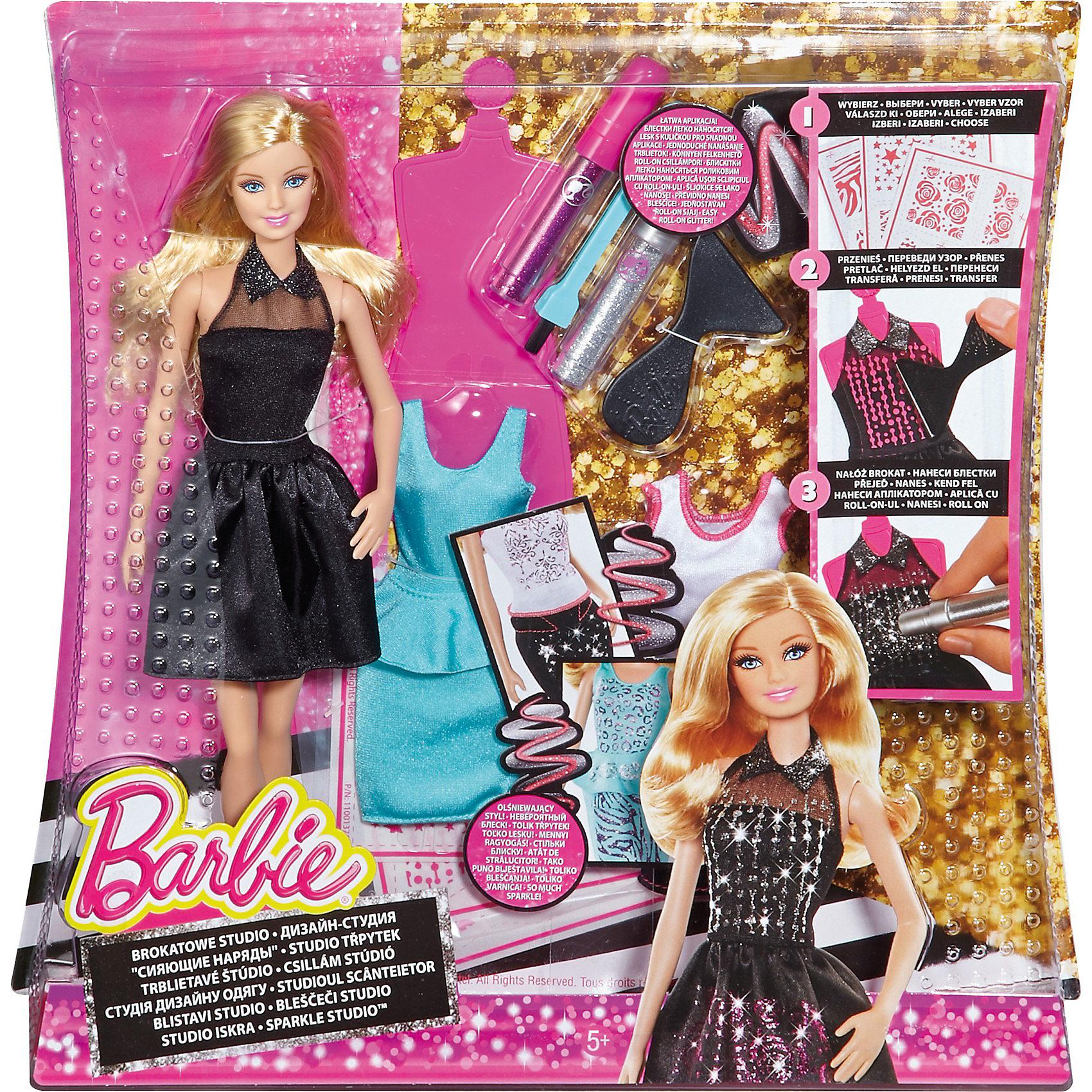 Модная студия для создания сияющих нарядов, BarbieМодная студия для создания сияющих нарядов, Barbie - увлекательный игровой набор, который порадует всех юных модниц и даст им возможность попробовать себя в роли дизайнера. В комплект входят детали для создания пяти модных нарядов: белая футболка с розовой отделкой, юбка-карандаш, синий топ, синяя юбка с баской и  очаровательное черное платье с пышной юбкой и блестящим воротником.<br><br>Используя входящие в набор инструменты Вы сможете украсить наряды сверкающими блестками и принтами согласно своей фантазии. На трех листах наклеек представлены разнообразные варианты принтов для создания неповторимых нарядов: здесь и розочки, и звездочки и животные узоры. С помощью специального клея узоры легко и просто наносятся на детали одежды. Многоразовые фломастеры с блеском помогут придать нарядам куклы розовый или серебряный блеск.<br><br>В комплект входят инструменты, необходимые для создания уникальных нарядов путем выполнения трех простых шагов:<br>- Выбирай рисунок и наряд - в набор входит одно платье, две блузки и две юбки!<br>- Чтобы нанести рисунок на наряд, используй входящий в комплект инструмент, чтобы приклеить клейкую бумагу к ткани - в комплект входят три разных узора! <br>- Сними защитный бумажный слой и используй одну из ручек с блеском для многоразового использования, чтобы покрыть рисунок розовым или серебристым блеском. <br>- Используй щеточку для удаления излишнего блеска, и потрясающий блестящий наряд готов!<br><br>Дополнительная информация:<br><br>- В комплекте: кукла Барби в платье и туфлях, две рубашки, две юбочки, один инструмент для полировки, одна щетка с щетиной, три листа наклеек, два фломастера (серебряный и   розовый), форма для платья. <br>- Материал: пластик, текстиль.<br>- Размер упаковки: 6 х 25,5 х 32,5 см.<br><br>Игровой набор Модная студия для создания сияющих нарядов, Barbie (Барби) можно купить в нашем интернет-магазине.<br><br>Ширина мм: 60<br>Глубина мм: 255<br>Высота мм: 325<br>Вес г: