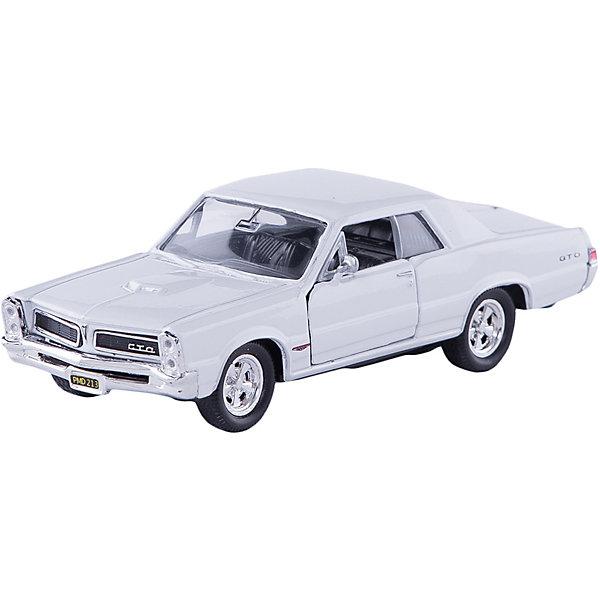 Модель винтажной машины 1:34-39 Pontiac GTO 1965, WellyМашинки<br>Модель винтажной машины Pontiac GTO 1965, Welly (Велли) станет замечательным подарком для автолюбителей и коллекционеров всех возрастов. В коллекции масштабных моделей Welly представлено все многообразие автотехники: ретро-автомобили, легковые автомобили различных марок, грузовики, автомобили городских служб и многое другое. Все машинки отличаются высокой степенью детализации и тщательной проработкой всех элементов.<br><br>Машинка Pontiac GTO 1965 представляет собой точную копию настоящего ретро-автомобиля в масштабе 1:34-39. Модель от Welly оснащена прочным лобовым стеклом, интерьер салона и органы управления тщательно проработаны. Передние двери открываются, руль не вращается. Автомобиль снабжен инерционным механизмом, ускоряется при толчке. Корпус модели выполнен из металла, а отделка салона и декоративные элементы из пластика.<br><br>Дополнительная информация:<br><br>- Материал: металл, пластик, колеса прорезиненные.<br>- Масштаб: 1:34-39.<br>- Размер упаковки: 15 х 12 х 6 см.<br>- Вес: 0,15 кг. <br><br>Модель винтажной машины Pontiac GTO 1965, Welly можно купить в нашем интернет-магазине.<br><br>Ширина мм: 150<br>Глубина мм: 60<br>Высота мм: 110<br>Вес г: 146<br>Возраст от месяцев: 36<br>Возраст до месяцев: 192<br>Пол: Мужской<br>Возраст: Детский<br>SKU: 3777902