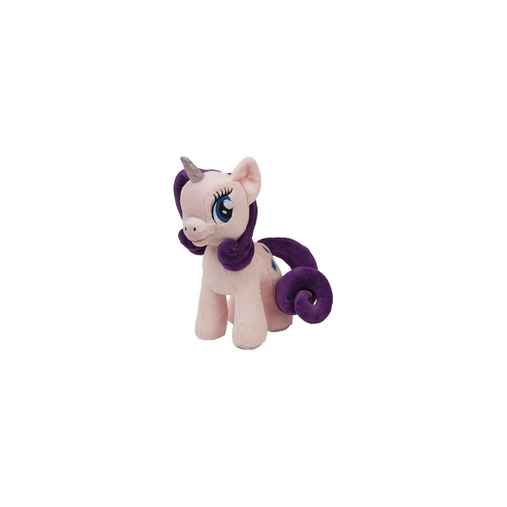 Пони Рарити, со светом и звуком, My little Pony, МУЛЬТИ-ПУЛЬТИМягкая игрушка Пони Рарити, My little Pony от Мульти-Пульти станет замечательным подарком для Вашего ребенка. Пони Рарити (Rarity) - героиня популярного мультсериала Мой маленький пони (My Little Pony) о сказочном городке Понивилле населенном волшебными очаровательными пони. Внешний вид игрушки полностью соответствует своему персонажу: у лошадки сиреневые<br>волнистые грива и хвост, большие глаза и мягкая, приятная на ощупь шерстка. Лошадка озвучена: если нажать ей на лапку она будет произносит фразы и споет песенку из мультфильма, имеются световые эффекты.<br><br>Дополнительная информация:<br><br>- Материал: текстиль, синтепон.<br>- Требуются батарейки: 3 х LR44 (входят в комплект).<br>- Высота лошадки: 23 см.<br>- Размер упаковки: 26 x 12 x 13 см.<br>- Вес: 0,23 кг.<br><br>Мягкую игрушку Пони Рарити, My little Pony (Моя маленькая Пони), Мульти-Пульти можно купить в нашем интернет-магазине.<br><br>Ширина мм: 250<br>Глубина мм: 120<br>Высота мм: 380<br>Вес г: 290<br>Возраст от месяцев: 6<br>Возраст до месяцев: 60<br>Пол: Женский<br>Возраст: Детский<br>SKU: 3778132