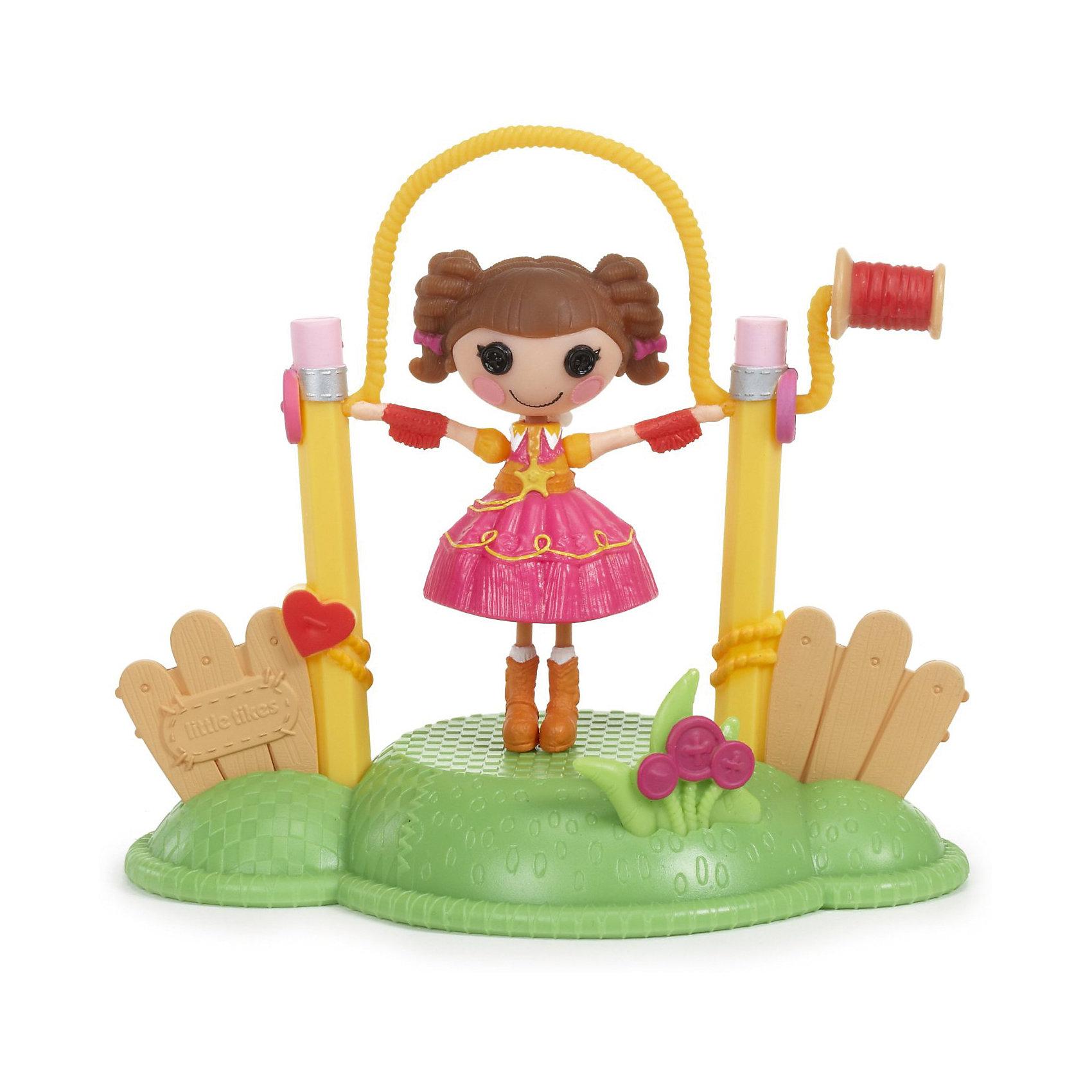 Кукла Веселый спорт: Скакалка, Mini LalaloopsyБренды кукол<br>Куколка Веселый спорт: Скакалка (Jump Rope), Mini Lalaloopsy (Мини Лалалупси) весело прыгает через скакалку, стоит только начать ее крутить. Серия Веселый спорт позволит Вам создать целую спортивную площадку у себя дома. Маленькие куколки сильные и подвижные: помогая куколкам осваивать новые снаряды и приобщайся к спорту. Тогда жизнь Lalaloopsy (Лалалупси) станет еще интереснее! Куколка Скакалка (Jump Rope) очень веселая, она может целый день прыгать через веревочку и никогда не устанет.<br>В комплекте с куколкой есть площадка с забором на котором натянута скакалка. Девчонок обязательно заинтересует эта задорная куколка!<br><br>Дополнительная информация:<br><br>- В наборе: кукла, аксессуар;<br>- Прививает любовь к спорту;<br>- Идеальный подарок для малышки;<br>- Развивает фантазию и воображение;<br>- Игрушка упакована в очаровательную подарочную коробочку;<br>- Материалы: пластик;<br>- Высота куколки: 7,5 см;<br>- Размеры упаковки: 20,5 х 17,5 х 9,5 см;<br>- Вес: 238 г<br><br>Куклу Веселый спорт: Скакалка (Jump Rope), Mini Lalaloopsy (Мини Лалалупси),  можно купить в нашем интернет-магазине.<br><br>Ширина мм: 205<br>Глубина мм: 175<br>Высота мм: 95<br>Вес г: 238<br>Возраст от месяцев: 36<br>Возраст до месяцев: 84<br>Пол: Женский<br>Возраст: Детский<br>SKU: 3786829