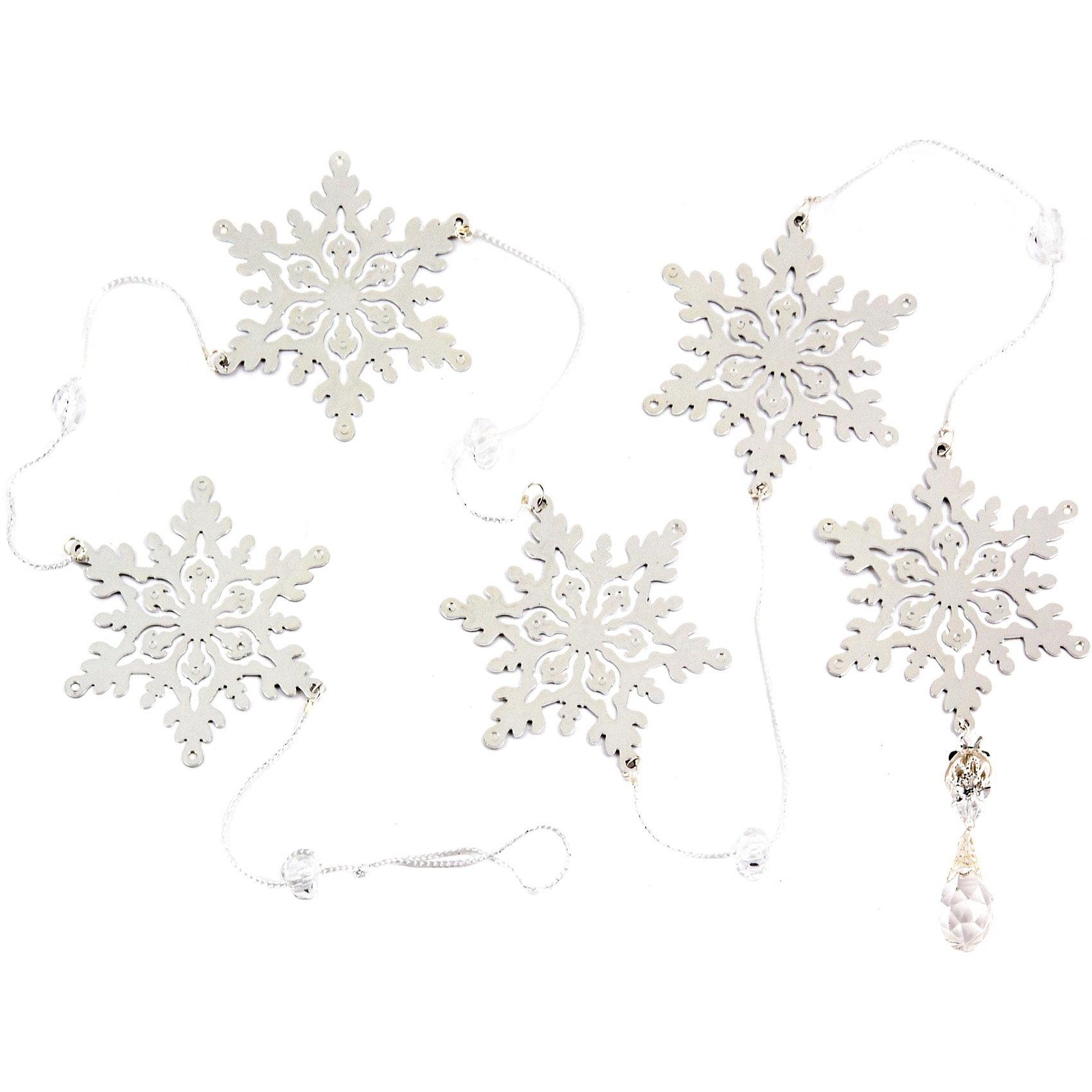 Металлическая подвеска-гирлянда Снежинки (150х8,5 см, цвет серебро), Волшебная странаМеталлическая подвеска-гирлянда Снежинки, Волшебная страна станет замечательным украшением Вашей новогодней елки или интерьера и поможет создать праздничную волшебную атмосферу. Элегантная гирлянда выполнена в виде серебристых нарядных снежинок, она будет чудесно смотреться на елке и вызывать положительные эмоции у<br>детей и взрослых.<br><br>Дополнительная информация:<br><br>- Цвет: серебро.<br>- Материал: металл.<br>- Размер: 150 х 8,5 см.<br>- Вес: 68 гр. <br><br>Металлическую подвеску-гирлянду Снежинки, Волшебная страна можно купить в нашем интернет-магазине.<br><br>Ширина мм: 370<br>Глубина мм: 30<br>Высота мм: 130<br>Вес г: 68<br>Возраст от месяцев: 36<br>Возраст до месяцев: 2147483647<br>Пол: Унисекс<br>Возраст: Детский<br>SKU: 3800265