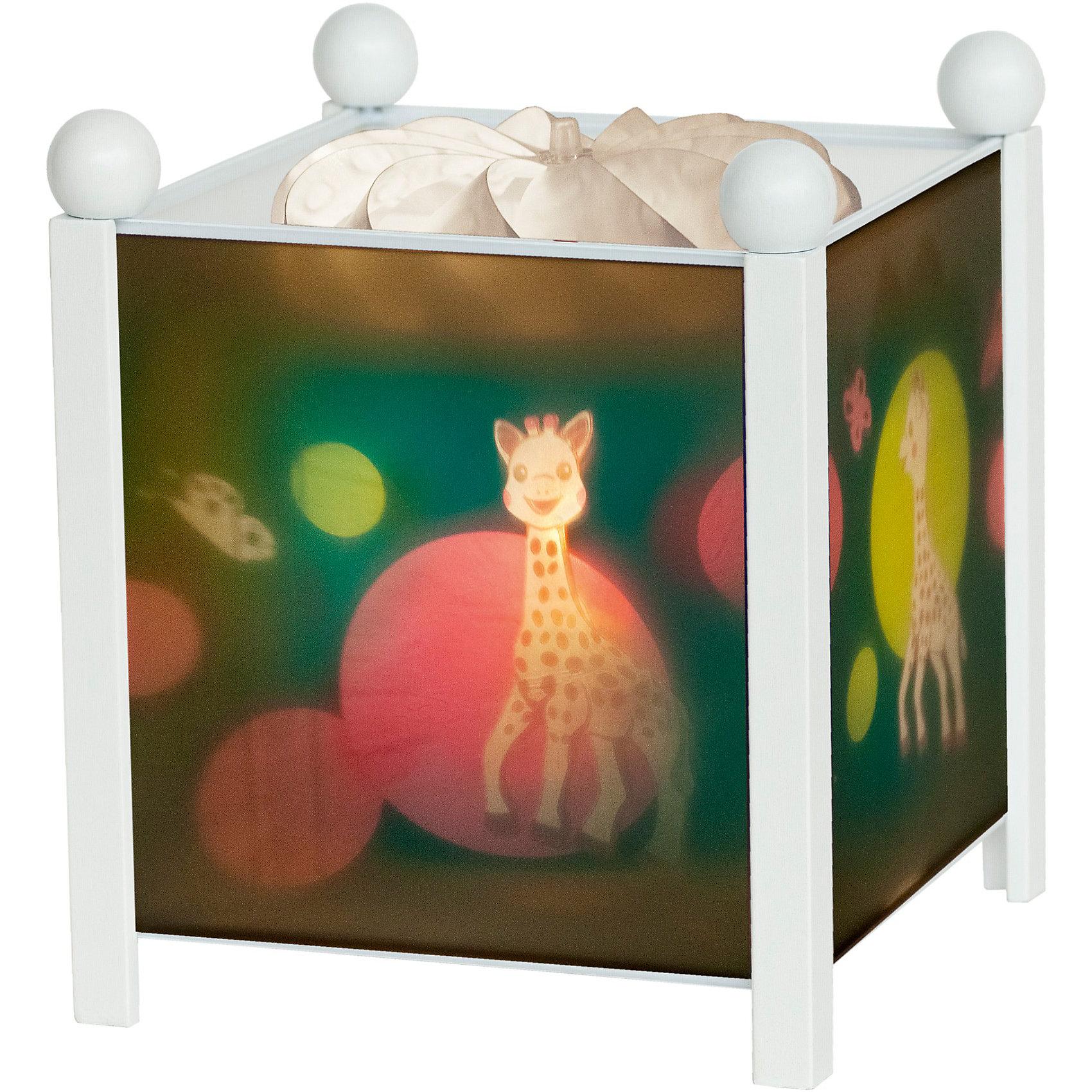 Светильник-ночник Жирафик Софи, 12V, TrousselierНочники и проекторы<br>Светильник-ночник Жирафик Софи, 12V, Trousselier сделан в виде симпатичной игрушки, которая делает приятным и уютным погружение в сладкий мир сновидений.<br><br>Он светится нежным мягким светом, не раздражающим глазки даже ночью. Внутрь светильника встроен специальный механизм, вращающий цилиндр ночника от тепла лампочки.  Ночник упакован в праздничную коробку, что дает возможность преподнести его в качестве подарка на праздник.<br><br>Дополнительная информация:<br><br>- Цилиндр ночника вращается благодаря  системе нагрева от лампочки 12 V 20 W, розетка E 14.C. <br>- Размер: 16,50 см x 19 см. <br>- Материал: металлический корпус, деревянные ножки и углы, пластиковый, жароустойчивый цилиндр.<br>- Вес: 1037 г<br>- Поставляется в подарочной упаковке.<br>Соответствует нормам безопасности: CE EN 60598-2-10<br><br>Светильник-ночник Жирафик Софи, 12V, Trousselier можно купить в нашем магазине.<br><br>Ширина мм: 160<br>Глубина мм: 160<br>Высота мм: 190<br>Вес г: 1037<br>Возраст от месяцев: 36<br>Возраст до месяцев: 144<br>Пол: Унисекс<br>Возраст: Детский<br>SKU: 3807747