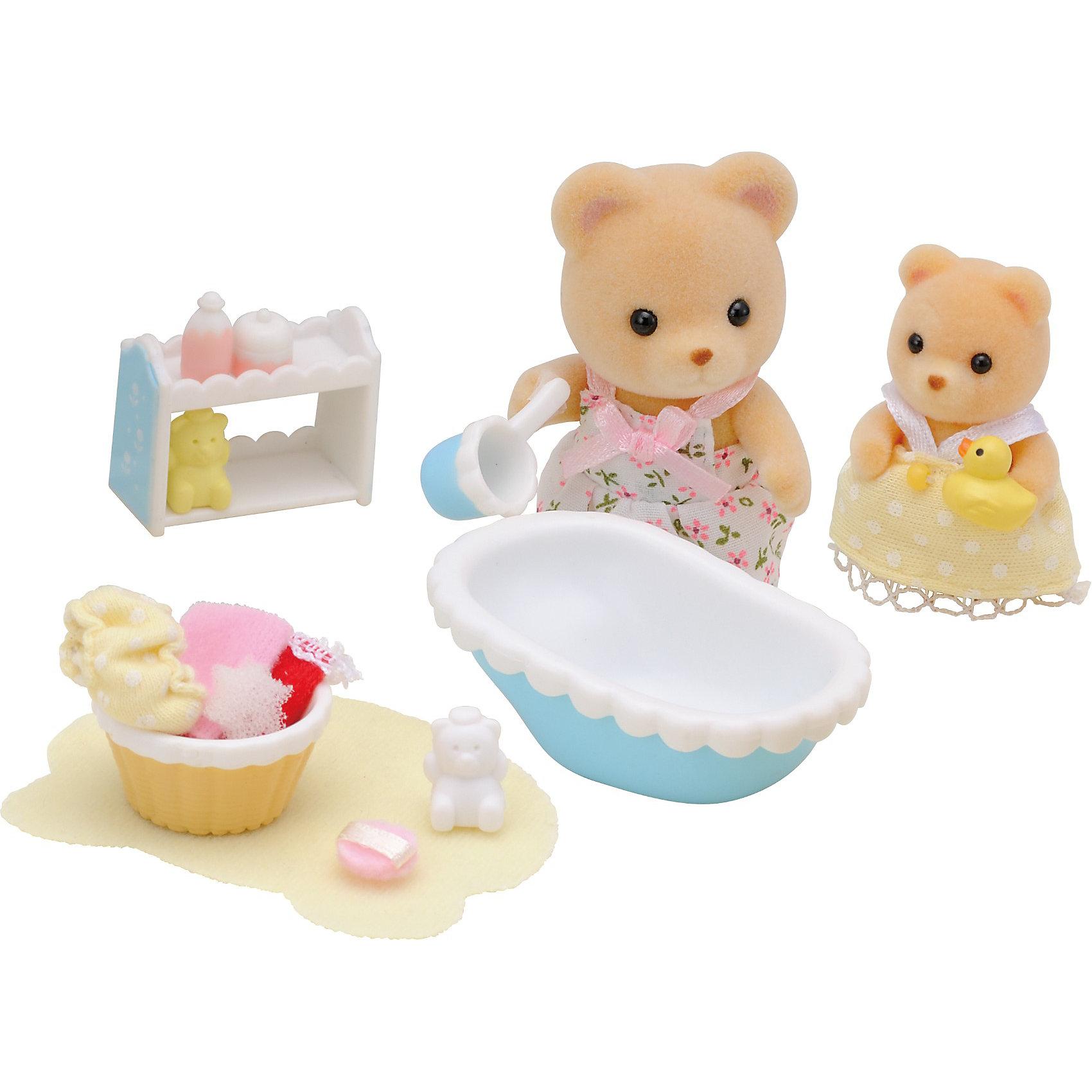 Набор  Мама купает малыша, Sylvanian FamiliesSylvanian Families<br>Набор  Мама купает малыша, Sylvanian Families (Сильваниан Фэмилис) обязательно понравится вашему ребенку. Заботливая мама- медведица купает своего малыша. В наборе есть все что нужно, чтобы искупать маленького непоседу. Все игрушки и их детали сделаны из высококачественного материала и очень хорошо проработаны. Набор развивает мелкую моторику и воображение ребенка. <br><br>Дополнительная информация:<br><br>- Материал: пластик, текстиль<br>- Комплектация: мама- медведица, медвежонок, ванночка, тазик, полочка, ковш, игрушки для купания, полотенце<br>- Головка и лапки игрушек двигаются.<br>- Размер упаковки : 20х5.5х16.8см<br><br>Набор  Мама купает малыша, Sylvanian Families (Сильваниан Фэмилис) можно купить в нашем магазине.<br><br>Ширина мм: 202<br>Глубина мм: 172<br>Высота мм: 60<br>Вес г: 112<br>Возраст от месяцев: 36<br>Возраст до месяцев: 144<br>Пол: Женский<br>Возраст: Детский<br>SKU: 3830631