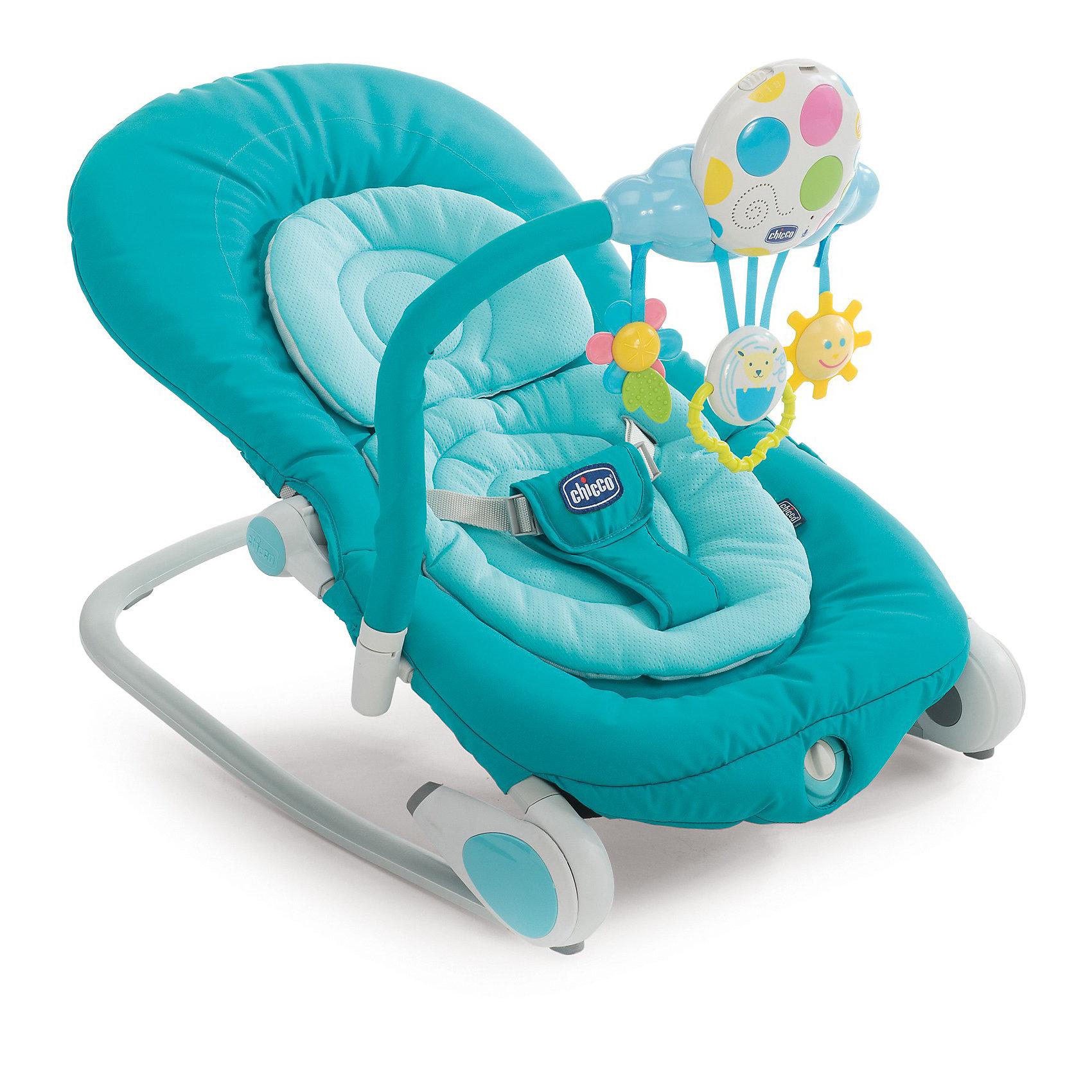 Кресло-качалка Balloon, Chicco, голубойЛегкое и удобное кресло-качалка Balloon, Chicco (Чико) - замечательное место для игр и отдыха малыша с рождения до 9 кг. (6 месяцев). Анатомическая конструкция кресла обеспечивает малышам правильное положение. Мягкое широкое сиденье со съемной моющейся подкладкой создает ребенку оптимальный комфорт. Спинка сиденья регулируется в четырех положениях, вплоть до горизонтального. Подголовник регулируется в 3 позициях по высоте ребенка. Кресло можно легко зафиксировать в статичном положении, либо трансформировать его в кресло-качалку, убрав ножки. Устройство легкой вибрации поможет малышу расслабиться. Ребенок надежно удерживается в кресле при помощи мягкого трехточечного ремня безопасности. <br><br>Для развлечения малыша в комплекте предусмотрен съемный электронный модуль с тремя подвесными забавными игрушками, которые будут способствовать двигательной активности, тактильному и сенсорному развитию. При нажатии на кнопочки модуля, загораются цветные<br>огоньки и звучат приятные мелодии и звуки природы (6 мелодий и 6 звуков природы). Также можно записать свое сообщение протяженностью 30 секунд, чтобы ребенок слышал Ваш голос. Модуль легко крепится к детской кроватки с помощью ремешка и поможет успокоить малыша перед сном. Кресло-качалка быстро складывается с помощью двух специальных кнопок и не занимает много места при хранении. Имеются две прочные тканевые ручки для переноски. Чехол из ткани легко снимется и стирается при комнатной температуре. Максимальный вес ребенка - 9  кг.<br><br>Дополнительная информация:<br><br>- Цвет: голубой.<br>- Материал: текстиль, пластик, металл.<br>- Возраст: 0-6 мес.<br>- Требуются батарейки: 2 х AA, 1 x LR20 1,5V (не входят в комплект).<br>- Размер в разложенном виде: 78 х 43 х 32/62 см.<br>- Размер в сложенном виде: 80 х 17 х 43 см.<br>- Вес: 4,5 кг.<br><br>Кресло-качалку Balloon, Chicco (Чико), голубой, можно купить в нашем интернет-магазине.<br><br>Ширина мм: 810<br>Глубина мм: 500<br>Высота мм: 14