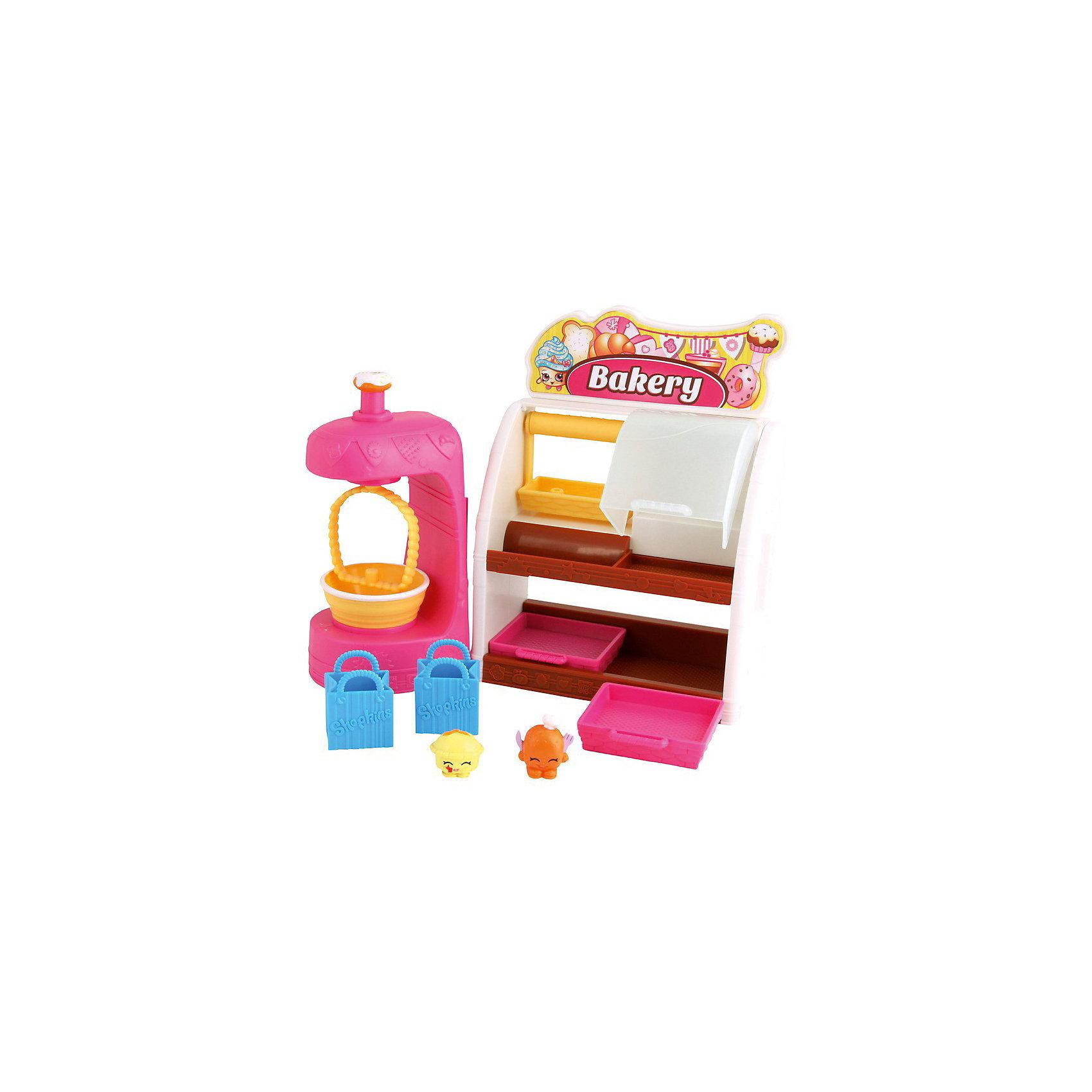 Игровой набор Пекарня,  ShopkinsИгровой набор Пекарня,  Shopkins (Шопкинс) – это набор с множеством стеллажей и подносов, а также витриной, где и обитают шопкинсы.<br>Игровой набор для девочек «Пекарня» из серии Shopkins от австралийского бренда Moose предлагает маленьким кондитерам открыть собственную пекарню. Игровой прилавок пекарни имеет полочки и отсеки для размещения и хранения продуктов питания, укомплектован выдвижными контейнерами. Миксер со встроенной чашей помогает замесить тесто для хлеба. В наборе имеются две миниатюрных сумочки для покупок. А, кроме того, в пекарне уже живут два эксклюзивных Шопкинса. Какие? Узнаете, когда откроете упаковку! Буклет коллекционера позволяет контролировать наличие игровых фигурок и изучать все их многообразие выпущенной серии Shopkins. Игровой набор Пекарня развивает фантазию, образное мышление, координацию движений.<br><br>Дополнительная информация:<br><br>- В наборе: пекарня, 2 Shopkins, 2 сумочки для покупок, буклет коллекционера<br>- Материал: пластик<br>- Высота Шопкинса: около 2 см.<br>- Размеры упаковки: 25х9х23 см.<br><br>Игровой набор Пекарня,  Shopkins (Шопкинс) можно купить в нашем интернет-магазине.<br><br>Ширина мм: 20<br>Глубина мм: 90<br>Высота мм: 230<br>Вес г: 705<br>Возраст от месяцев: 60<br>Возраст до месяцев: 96<br>Пол: Женский<br>Возраст: Детский<br>SKU: 3839019