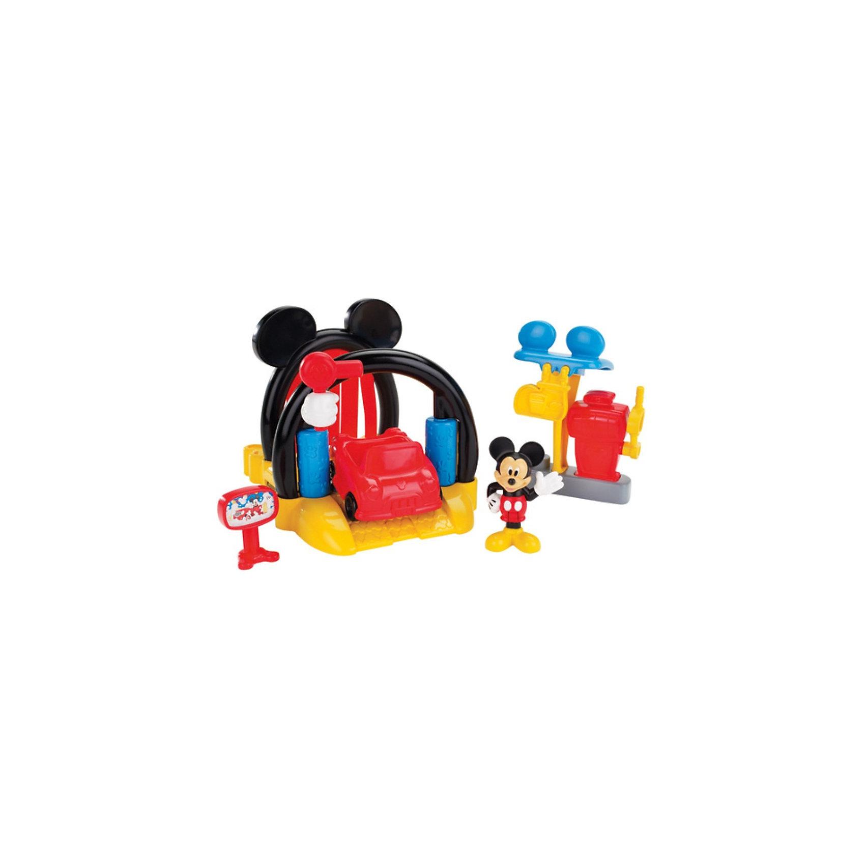 Игровой набор Автомойка, Микки МаусИгровой набор Автомойка, Микки Маус, Fisher-Price обязательно привлечет внимание Вашего ребенка своей красочностью и множеством занимательных деталей. Дизайн набора выполнен в стиле популярных диснеевских мультфильмов о мышонке Микки-Маусе (Mickey Mouse) и его друзьях. Машина Микки загрязнилась и он привез почистить ее на автомойку. Красочная автомойка с аркой в виде головы Микки оснащена всем необходимым для ухода за автомобилем. <br><br>Поместите машину на желтую платформу и потяните специальный рычажок - машина отправится на промывку: сначала она пройдет участок с тканевыми занавесками, где покроется пеной, затем пройдет через ролики для сильной очистки, и в завершение -просушка. После мойки машины ее можно будет заправить на заправке  с помощью канистры с топливом. У машинки крутятся колеса, у фигурки Микки сгибаются ноги, его можно посадить в машинку.<br><br>Дополнительная информация:<br><br>- В комплекте: фигурка Микки, автомобиль, автомойка, автозаправка, топливная станция.<br>- Материал: пластик, текстиль.<br>- Высота фигурки: 7 см.<br>- Размер автомобиля: 7,5 см.<br>- Размер автомойки: 20 х 16 х 13,5 см.<br>- Размер упаковки: 35,5 х 16 х 23 см.<br>- Вес: 0,909 кг.<br><br>Игровой набор Автомойка, Микки Маус, Fisher-Price (Фишер-Прайс) можно купить в нашем интернет-магазине.<br><br>Ширина мм: 230<br>Глубина мм: 160<br>Высота мм: 355<br>Вес г: 909<br>Возраст от месяцев: 36<br>Возраст до месяцев: 84<br>Пол: Женский<br>Возраст: Детский<br>SKU: 3847355