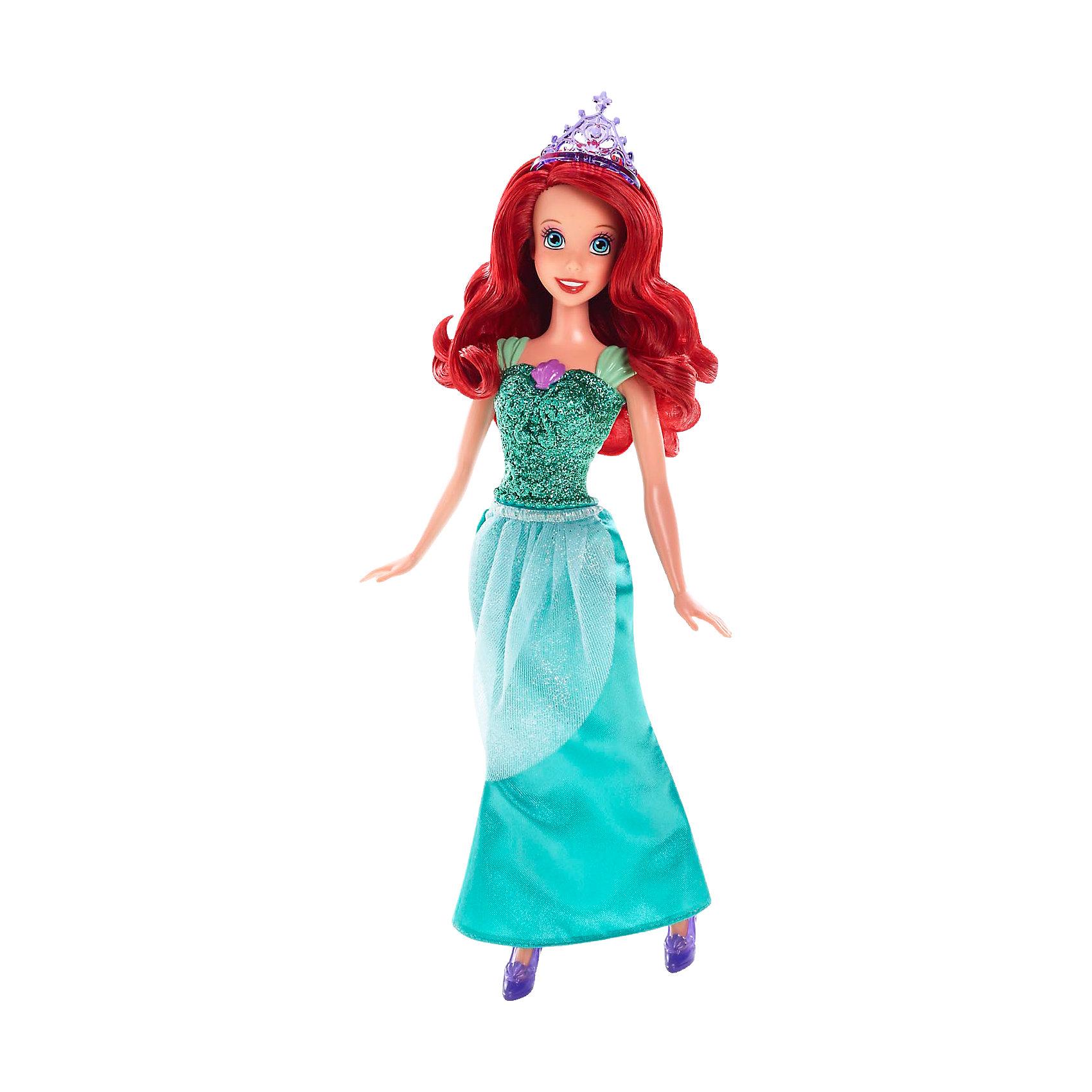 Кукла Ариэль, Принцессы ДиснейИгрушки<br>Кукла Ариэль, Disney Princess (Принцесса Диснея) – это кукла, созданная для настоящей принцессы!<br>Сказочная Принцесса Ариэль в сверкающем наряде чудно хороша! Наряд куклы, как всегда, безупречен. Верхняя часть бального платья таинственно переливается, длинная юбка украшена легкой полупрозрачной тканью. На груди у куколки находится отличительный знак, присущий только ей – ракушка. Туфельки на ножках прекрасно гармонируют с платьем. Ее шелковистые длинные волосы красиво уложены. На голове изящная тиара. Волосы куклы изготовлены из нейлона высокого качества. Одежду и обувь можно снимать. Образ куклы Ариэль Disney Princess проработан до мелочей, является завершенным и целостным! Игрушечная Ариэль выглядят, как реальный прототип - героини мультфильмов Disney о Русалочке!<br><br>Дополнительная информация:<br><br>- Материал: высококачественный пластик, текстиль<br>- Рост куклы: 29 см.<br>- Размер упаковки: 11,5 х 6 х 32 см.<br>- Вес: 243 гр.<br><br>Куклу Ариэль, Disney Princess (Принцесса Диснея) можно купить в нашем интернет-магазине.<br><br>Ширина мм: 327<br>Глубина мм: 119<br>Высота мм: 63<br>Вес г: 184<br>Возраст от месяцев: 36<br>Возраст до месяцев: 72<br>Пол: Женский<br>Возраст: Детский<br>SKU: 3858579