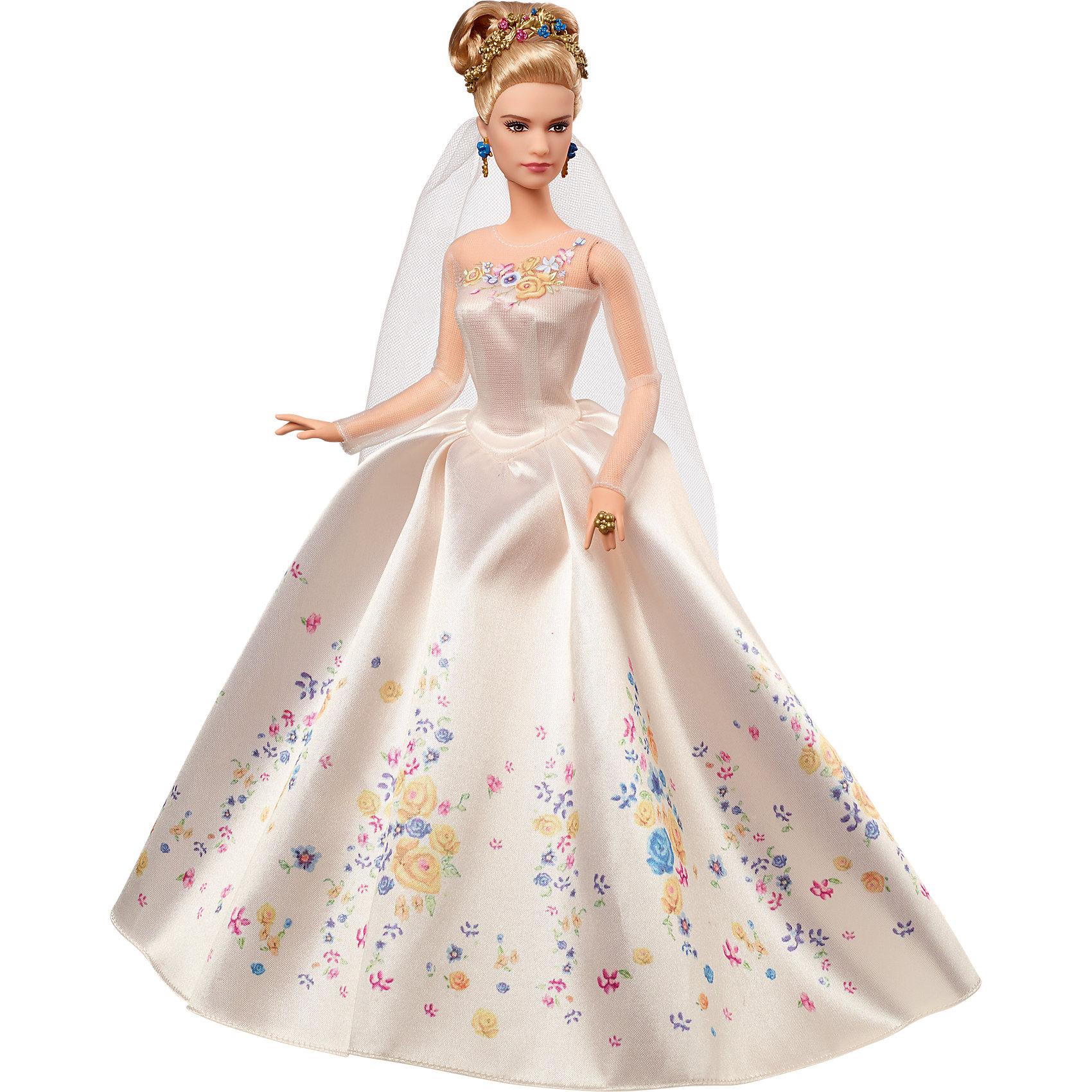Коллекционная кукла. Героиня из к/ф Золушка, Принцессы ДиснейПодарочный набор Принцесса Золушка, Disney Princess – это невероятно красивая кукла, выпущенная к премьере фильма Золушка.<br>Эта кукла принцессы Золушки внешне напоминает английскую актрису, сыгравшую главную роль в ремейке на старую добрую сказку о Золушке - Лили Джеймс. Наступил самый важный и торжественный день в жизни Золушки –сегодня она выйдет замуж за своего принца. Кукла одета в шикарное платье цвета айвори, украшенное нежными цветами, хрустальные туфельки. Волосы Золушки уложены в высокую прическу и украшены золотой диадемой, в ушах серьги. Конечно же, у невесты есть фата. На руке перстень, подаренный принцем на помолвку. Эта роскошная кукла будет замечательным подарком для девочек, коллекционеров и любителей сказки Золушка. Упакована кукла в стильную подарочную коробку.<br><br>Дополнительная информация:<br><br>- Материал: высококачественный пластик, текстиль<br>- Рост куклы: 30 см.<br>- Размер упаковки: 23 х 7 х 32 см.<br>- Вес: 551 гр.<br><br>Подарочный набор Принцесса Золушка, Disney Princess (Принцесса Диснея) можно купить в нашем интернет-магазине.<br><br>Ширина мм: 334<br>Глубина мм: 240<br>Высота мм: 78<br>Вес г: 295<br>Возраст от месяцев: 48<br>Возраст до месяцев: 96<br>Пол: Женский<br>Возраст: Детский<br>SKU: 3858587