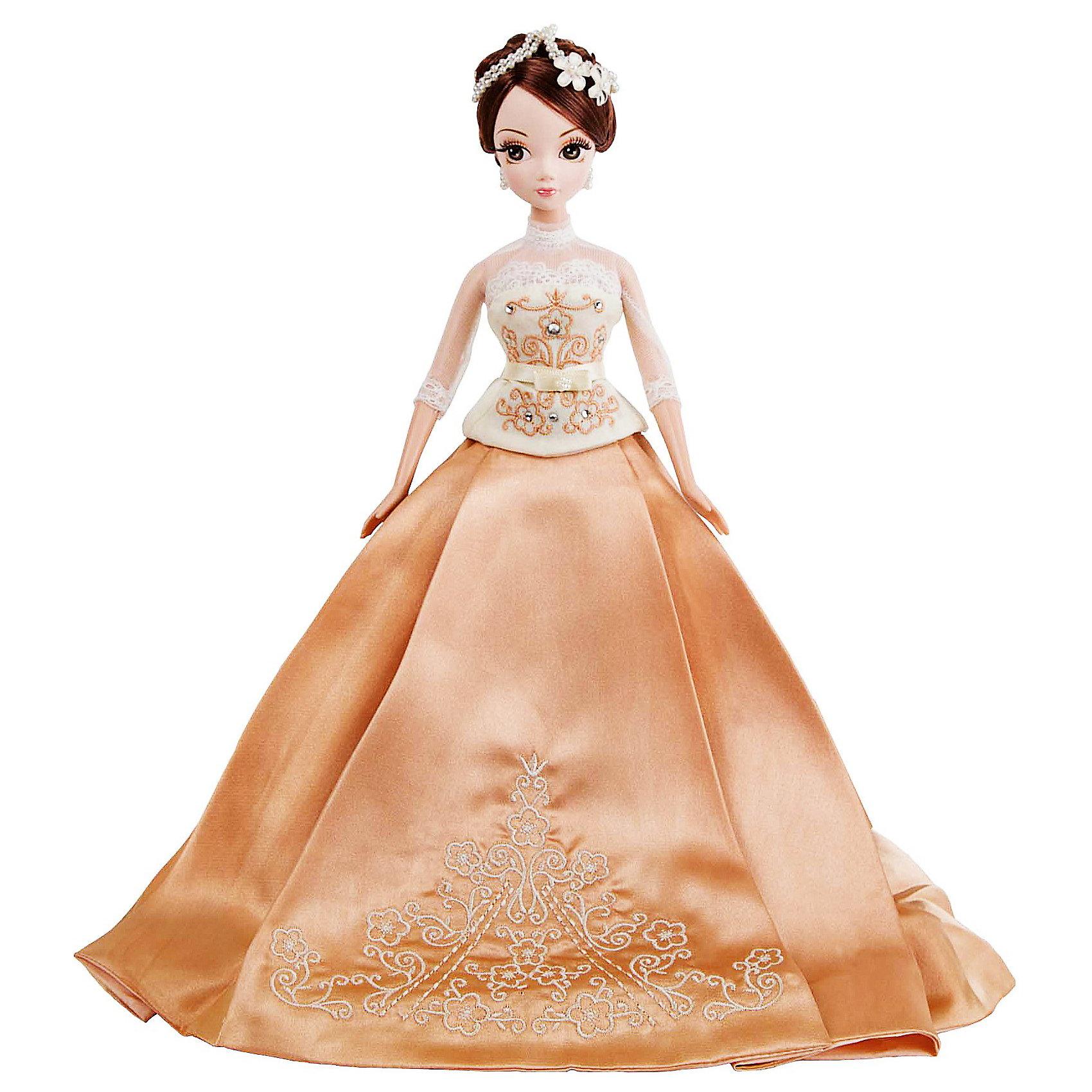 Кукла Крем-брюле Золотая коллекция, Sonya RoseПрекрасная куколка в красивом платье.  Имеет пропорциональное тело и тонкие черты лица. Большие глаза опушены шикарными ресницами. Кукла одета в платье цвета  крем- брюле с атласной длинной юбкой и обтягивающим лифом. Рукава платья выполнены из прозрачного материала и декорированы нежным кружевом. Лиф декорирован  тесьмой и стразами. Волосы цвета меди уложены в стильную прическу и украшены тиарой.  На ногах - маленькие изящные туфельки. Собери всех кукол серии, пусть они ходят друг к другу в гости, меняются аксессуарами и одеждой.<br><br>Дополнительная информация:<br><br>- Материал: пластик, текстиль<br>- Размер: 27 см<br>- Ножки, ручки, голова куклы - подвижные.<br><br>Куклу Зимняя сказка Золотая коллекция, Sonya Rose можно купить в нашем магазине.<br><br>Ширина мм: 270<br>Глубина мм: 80<br>Высота мм: 320<br>Вес г: 400<br>Возраст от месяцев: 36<br>Возраст до месяцев: 84<br>Пол: Женский<br>Возраст: Детский<br>SKU: 3861423