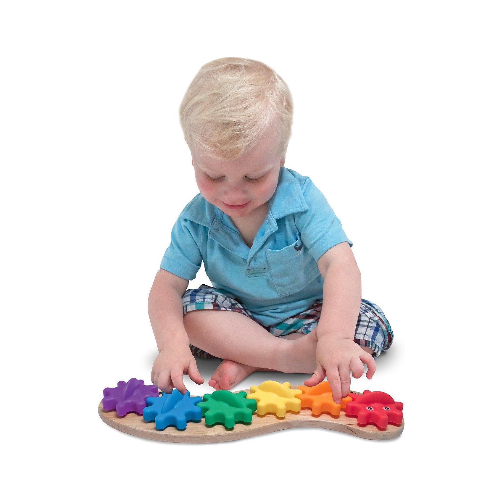 Игрушка Гусеница с шестеренками, Melissa &amp; DougРазвивающие игрушки<br>Игрушка-манипулятор Гусеница с шестеренками от Melissa &amp; Doug обязательно порадует маленьких деток. Веселая гусеничка состоит из шести ярких шестеренок, одетых на колышки того же цвета. Разберите гусеничку, дайте ребенку цветные шестеренки и деревянное основание, пусть он подберет их по цветам  и соберет забавную гусеничку. А затем можно вместе наблюдать, как шестеренки начнут вращаться одна за другой, вызывая восторг у малыша. Игрушка сделана из дерева, а каждая шестеренка гусеницы, окрашена яркой, нетоксичной краской, поэтому играть с гусеничкой могут даже самые маленькие детки.  Игрушка позволят уже с раннего возраста развивать у ребенка творческие навыки, а конструкция игрушки способствует раннему развитию моторики. Играйте и наслаждайтесь вместе с  Melissa &amp; Doug!<br><br>Дополнительная информация:<br><br>- Потрясающие подарок для малышей;<br>- Отличный тренажер мелкой моторики;<br>- Красочный дизайн;<br>- Материал: натуральное дерево, безопасная краска;<br>- Размер упаковки: 36 х 5 х 15 см;<br>- Вес: 453 г<br><br>Игрушку Гусеница с шестеренками, Melissa &amp; Doug можно купить в нашем интернет-магазине.<br><br>Ширина мм: 360<br>Глубина мм: 50<br>Высота мм: 150<br>Вес г: 453<br>Возраст от месяцев: 24<br>Возраст до месяцев: 36<br>Пол: Унисекс<br>Возраст: Детский<br>SKU: 3861955