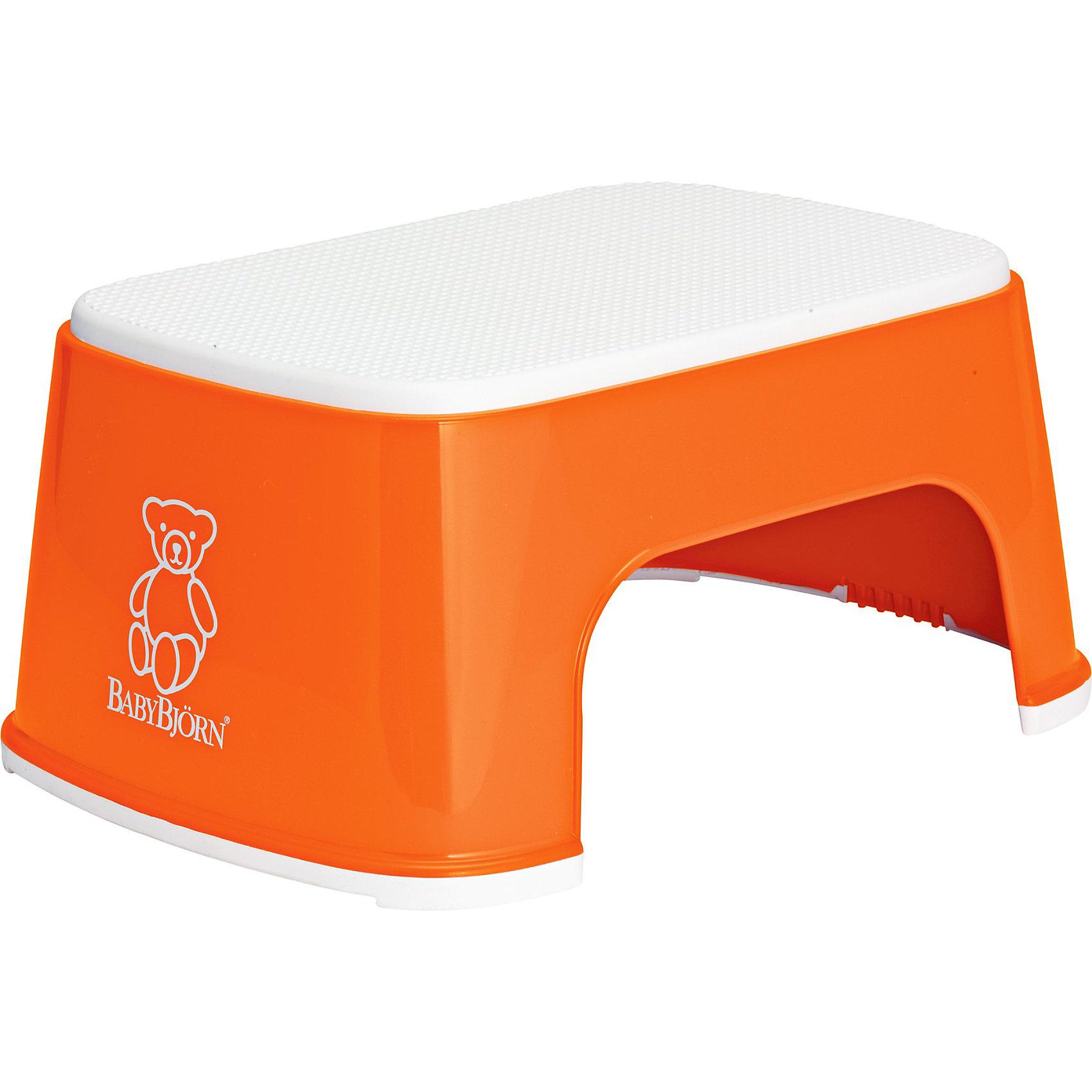 Стульчик-подставка, BabyBjorn, оранжевыйСтульчик-подставка BabyBjorn (БэйбиБьёрн) - безопасный шаг наверх!<br><br>Со стульчиком-подставкой Ваш ребенок легко и спокойно может почистить зубы или вымыть руки, не обращаясь к Вам за помощью. Резиновая поверхность стульчика-подставки создана для того, чтобы ребенок не поскользнулся, даже если его ножки мокрые. Надежная резиновая прокладка на основании предотвращает скольжение подставки.<br>Стульчик легко содержать в чистоте - просто ополосните его под краном.<br><br>Дополнительная информация:<br><br>- Материал: пластик<br>- Вес: 550 г<br>- Размеры: 35? x? 24? x? 15 см<br>- Максимальный вес для BABYBJ?RN Стульчика–подставки не установлен.  <br>- Стульчик–подставка достаточно прочен, чтобы выдержать взрослого, но он однозначно рассчитан на детей.<br><br>Стульчик-подставка, BabyBjorn, оранжевый можно купить в нашем интернет-магазине.<br><br>Ширина мм: 240<br>Глубина мм: 315<br>Высота мм: 155<br>Вес г: 570<br>Возраст от месяцев: 12<br>Возраст до месяцев: 72<br>Пол: Унисекс<br>Возраст: Детский<br>SKU: 3888129