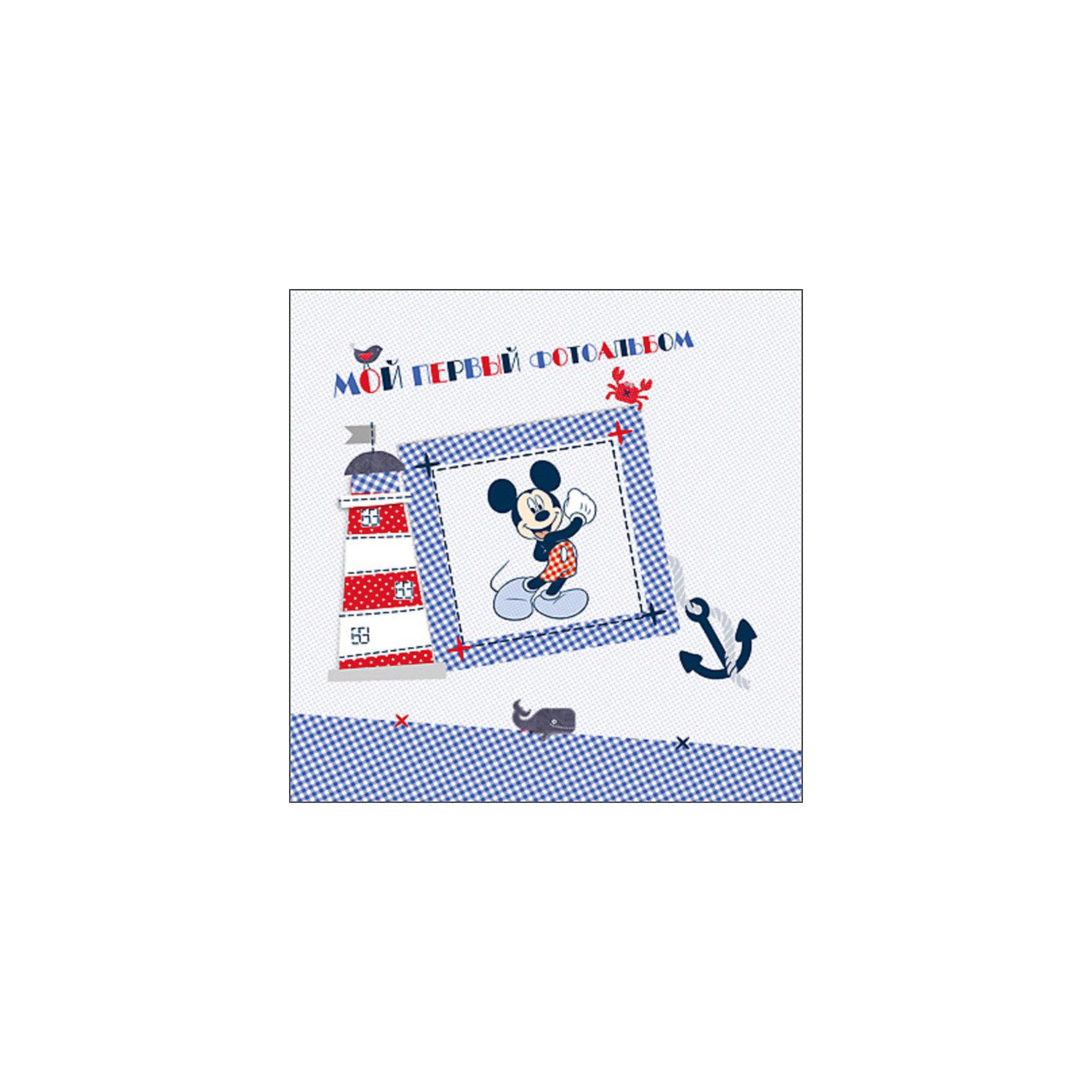 Мой первый фотоальбом, Микки Маус и его друзьяМой первый фотоальбом, Микки Маус (Mickey Mouse) и его друзья – это красочный альбом для фото с возможностью ведения записей.<br>Альбом для фото и записей - замечательный подарок, который поможет сохранить самые важные прекрасные воспоминания о детстве малыша. В нем найдется место для памятных фотографий, заметок и смешных историй. А трогательные иллюстрации с любимыми персонажами диснеевского мультфильма станут отличным дополнением к записям и фотографиям.<br><br>Дополнительная информация:<br><br>- Глянцевая ламинация обложки<br>- Подарочный формат<br>- Обложка с вырубкой в форме окошка<br>- Переплет: твердый<br>- Количество страниц: 36<br>- Размер: 265х6х265 мм.<br><br>Мой первый фотоальбом, Микки Маус и его друзья можно купить в нашем интернет-магазине.<br><br>Ширина мм: 265<br>Глубина мм: 6<br>Высота мм: 265<br>Вес г: 400<br>Возраст от месяцев: 0<br>Возраст до месяцев: 36<br>Пол: Унисекс<br>Возраст: Детский<br>SKU: 3893028