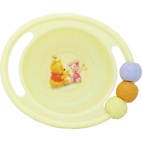 Миска-погремушка с резинкой против скольжения, Винни ПухДетская посуда<br>Малыши очень любят играть со всем, что увидят, особенно - с предметами обихода. Эта тарелка-погремушка - идеальный вариант для маленького непоседы! Края тарелки выполнены в виде погремушки, несмываемый рисунок находится под прозрачной пластиковой пленкой, на задней стороне есть резинка против скольжения.  С такой посудой кушать не только вкусно, но весело и интересно. Изделие изготовлено из безопасного гипоаллергенного материала, выдерживает горячую пищу.<br><br>Дополнительная информация:<br><br>- Материал: пластик<br>- Размер: 17х14 см, глубина - 4,5 см.<br>- Комплектация: миска-погремушка. <br><br>Миску-погремушку с резинкой против скольжения, Винни Пух можно купить в нашем магазине.<br><br>Ширина мм: 155<br>Глубина мм: 140<br>Высота мм: 50<br>Вес г: 115<br>Возраст от месяцев: 36<br>Возраст до месяцев: 72<br>Пол: Унисекс<br>Возраст: Детский<br>SKU: 3907863