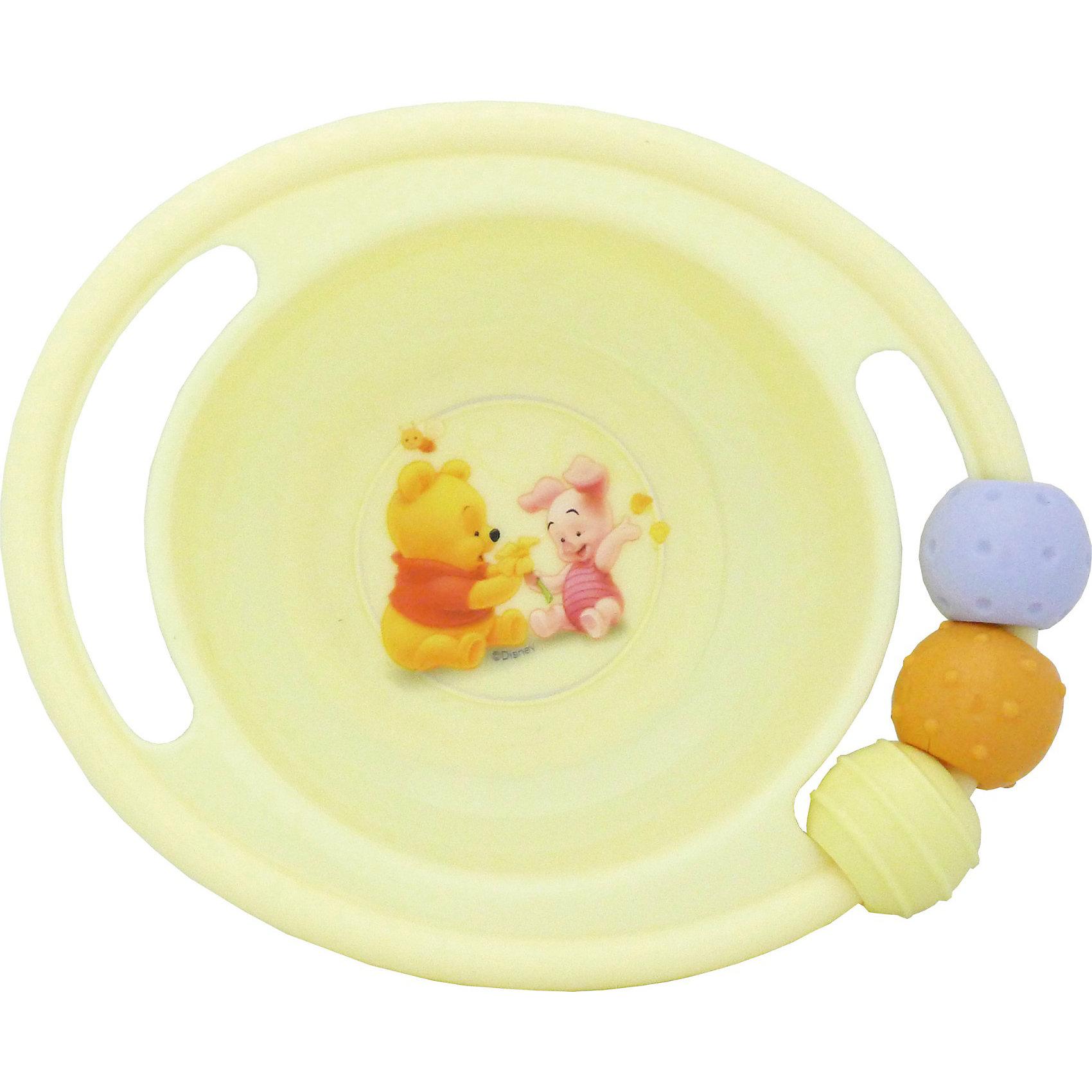 Миска-погремушка с резинкой против скольжения, Винни ПухDisney Винни Пух<br>Малыши очень любят играть со всем, что увидят, особенно - с предметами обихода. Эта тарелка-погремушка - идеальный вариант для маленького непоседы! Края тарелки выполнены в виде погремушки, несмываемый рисунок находится под прозрачной пластиковой пленкой, на задней стороне есть резинка против скольжения.  С такой посудой кушать не только вкусно, но весело и интересно. Изделие изготовлено из безопасного гипоаллергенного материала, выдерживает горячую пищу.<br><br>Дополнительная информация:<br><br>- Материал: пластик<br>- Размер: 17х14 см, глубина - 4,5 см.<br>- Комплектация: миска-погремушка. <br><br>Миску-погремушку с резинкой против скольжения, Винни Пух можно купить в нашем магазине.<br><br>Ширина мм: 155<br>Глубина мм: 140<br>Высота мм: 50<br>Вес г: 115<br>Возраст от месяцев: 36<br>Возраст до месяцев: 72<br>Пол: Унисекс<br>Возраст: Детский<br>SKU: 3907863