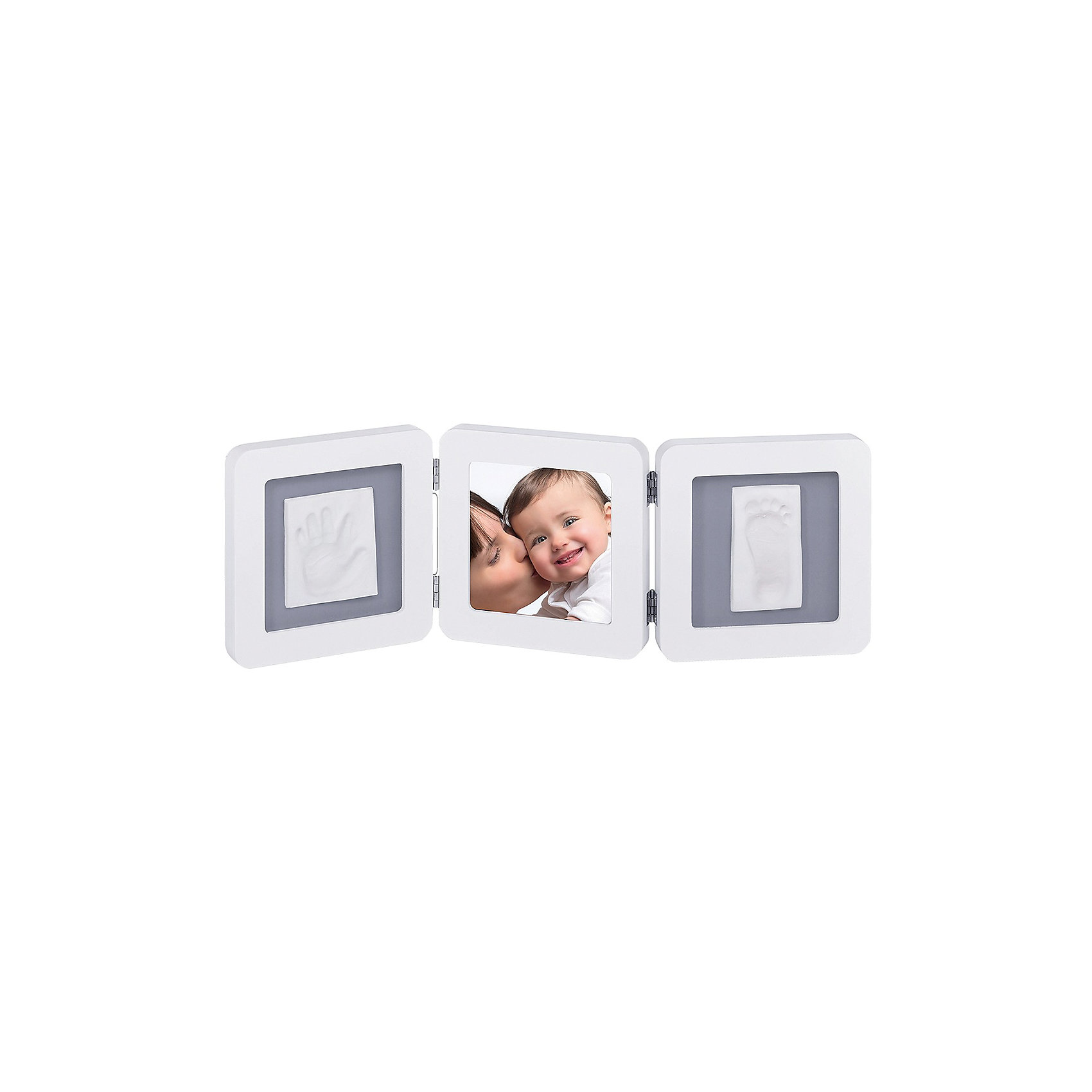 Фоторамка тройная, Baby Art, белый, подложка сераяСоздать объемный отпечаток ручки и ножки ребенка поможет набор Baby Art (Бейби Арт). Гипсовые отпечатки помещается в рамочку, между ними ставится фотография малыша. <br>Процесс создания слепка:<br>• материал надо размять руками и раскатать скалкой;<br>• оставить отпечаток ручки и ножки малыша;<br>• обрезать лишние края основы (желательно выравнивать края под линейку, сделать 4 среза);<br>• оставить гипс сохнуть;<br>• приклеить слепок в окошко рамки;<br>• поместить фотографию ребенка в соседнее окошко.<br><br>Дополнительная информация:<br><br>Размер одной створки: 17х17 см<br>Комплектация набора «Double Print Frame»:<br>• тройная фоторамка Модерн;<br>• гипсовый слепок;<br>• скалка;<br>• двусторонняя клейкая лента;<br>• инструкция. <br>Фоторамку тройную, Baby Art, белую, подложка серая можно купить в нашем интернет-магазине.<br><br>Ширина мм: 197<br>Глубина мм: 182<br>Высота мм: 99<br>Вес г: 1111<br>Цвет: белый<br>Возраст от месяцев: 0<br>Возраст до месяцев: 12<br>Пол: Унисекс<br>Возраст: Детский<br>SKU: 3924540