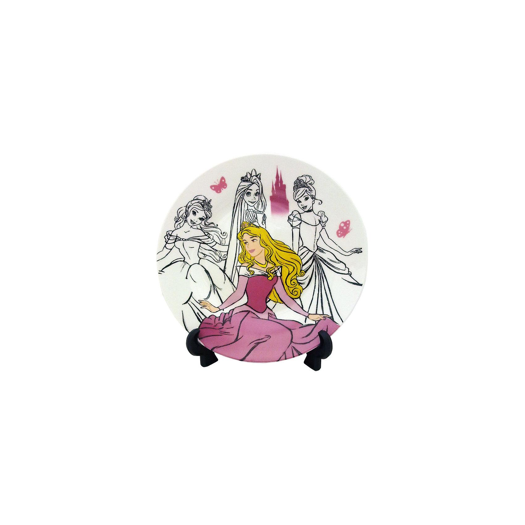 Тарелка керамическая Спящая красавица Аврора (диаметр 19см), Принцессы ДиснейДети любят окружать себя всем, что связано с их любимыми героями. Ваша девочка придет в восторг от такой тарелки. Изготовленная из высококачественного материала, тарелка имеет подставку, может являться прекрасным украшением интерьера или же эффектным дополнением сервировки обеденного стола.<br><br>Дополнительная информация:<br><br>- Материал: керамика.<br>- Размер: диаметр 19см.<br>- Можно использовать в СВЧ печах.<br>- Подставка в комплект не входит.<br><br>Тарелка керамическая Спящая красавица Аврора (диаметр 19см), Disney Princess (Принцессы Диснея) можно купить в нашем магазине.<br><br>Ширина мм: 190<br>Глубина мм: 190<br>Высота мм: 10<br>Вес г: 284<br>Возраст от месяцев: 36<br>Возраст до месяцев: 168<br>Пол: Женский<br>Возраст: Детский<br>SKU: 3930770