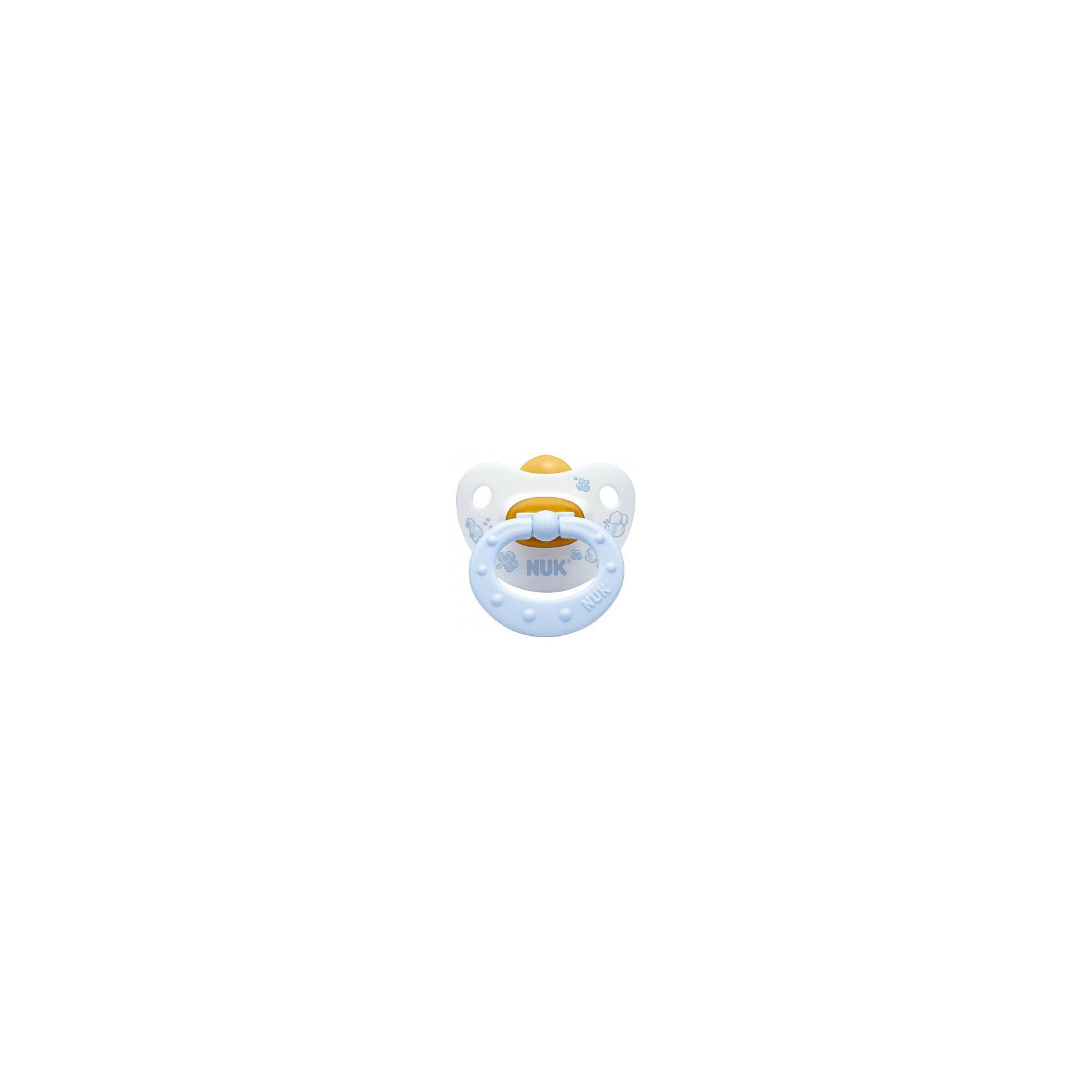 Пустышка для сна с кольцом Латекс, р. 2, Baby Blue, NUKПустышка для сна имеет ортодонтическую форму, что обеспечивает правильное формирование прикуса и челюстно-лицевого аппарата. Пустышка идеально прилегает к лицу и подходит по форме к ротовой полости малыша. Клапанная система NUK AIR SYSTEM позволяет воздуху выходить через специальное отверстие, поэтому, пустышка сохраняет свою форму и мягкость. В загубнике есть два симметричных отверстия, которые обеспечивают крохе легкое дыхание ночью.  Кольцо пустышки складывается, благодаря этому она не сдавливает лицо малыша во время сна. Пустышка выполнена из гипоаллергенных материалов безопасных для детей.<br><br>Дополнительная информация:<br><br>- Материал: латекс, пластик.<br>- Размер: 2<br>- Цвет: нежно-голубой, белый. <br>- Клапанная система NUK AIR SYSTEM.<br><br>Пустышку для сна с кольцом Латекс, р. 2, Baby Blue, NUK можно купить в нашем магазине.<br><br>Ширина мм: 110<br>Глубина мм: 200<br>Высота мм: 130<br>Вес г: 30<br>Возраст от месяцев: 6<br>Возраст до месяцев: 18<br>Пол: Мужской<br>Возраст: Детский<br>SKU: 3932413