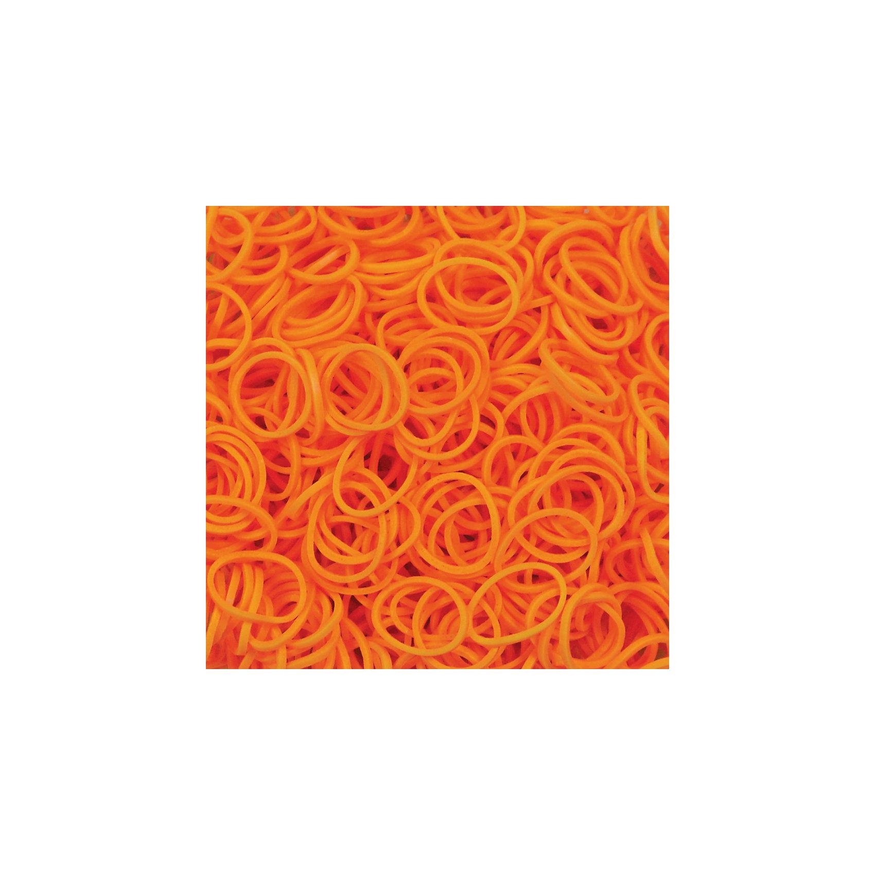 Резиночки  Неоновый оранжевый (24 клипсы+600 рез.), Rainbow LoomРукоделие<br>Набор миниатюрных резиночек ярко-оранжевого цвета Rainbow Loom привлечет своим блеском и поможет создать необычные украшения для себя и подруг. Резиночки приятно брать в руки, они хорошо тянутся, их удобно размещать на станке, плести руками или крючком. Готовый браслет или ожерелье можно соединить при помощи с-клипс, входящих в набор. <br><br>Дополнительная информация:<br><br>В наборе 600 резиночек и 24 пластиковые с-клипсы<br><br>Резиночки  Неоновый оранжевый (24 клипсы+600 рез.), Rainbow Loom можно купить в нашем магазине.<br><br>Ширина мм: 110<br>Глубина мм: 55<br>Высота мм: 15<br>Вес г: 50<br>Возраст от месяцев: 72<br>Возраст до месяцев: 180<br>Пол: Унисекс<br>Возраст: Детский<br>SKU: 3941836