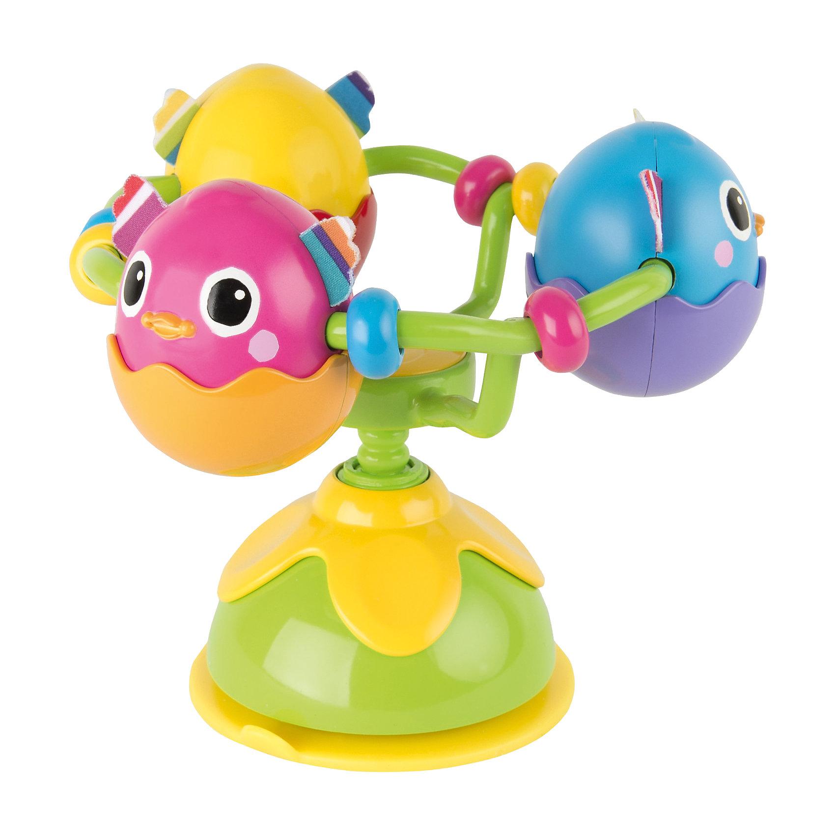 Игрушка с присоской Веселые яички, LamazeВсё для праздника<br>Игрушка с присоской Веселые яички, Lamaze - забавная развивающая игрушка, которая обязательно понравится Вашему малышу. Игрушка выполнена в виде гнезда с тремя яичками, в которых сидят симпатичные разноцветные птенчики. В основании гнезда имеется мощная присоска, благодаря чему игрушку можно надежно прикрепить к любой поверхности - кроватке ребенка, стульчику для кормления, коляске или к стенке в ванной. Каждый птенчик оформлен в ярких цветах, с шуршащими текстильными  крылышки, что стимулирует развитие тактильных и сенсорных навыков ребенка. Яички с птенцами вращаются на 360° градусов и при повороте издают забавные звуки птичьего щебетанья. Игрушка способствует развитию воображения и познавательной активности, учит причинно-следственным связям, тренирует мелкую моторику.<br><br>Дополнительная информация:<br><br>- Материал: пластик, текстиль.<br>- Размер игрушки: 8,9 x 24,1 x 9,5 см.<br>- Вес: 191 гр.<br><br>Игрушку с присоской Веселые яички, Lamaze, можно купить в нашем интернет-магазине.<br><br>Ширина мм: 240<br>Глубина мм: 187<br>Высота мм: 187<br>Вес г: 326<br>Возраст от месяцев: 6<br>Возраст до месяцев: 24<br>Пол: Унисекс<br>Возраст: Детский<br>SKU: 3965942