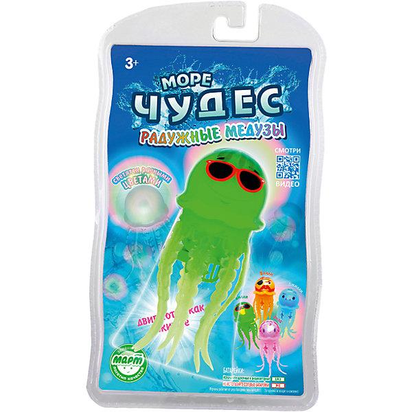 Плавающая радужная медуза Билли, Море чудесРоборыбки<br>Эта веселая радужная медуза подарит вашему ребенку море радости и веселья! За счет моторчика, встроенного в туловище, медуза опускается на дно и поднимается к поверхности, шевеля щупальцами и повторяя движения настоящего животного, светится, изменяя цвет. Игрушка не требует специального ухода, выполнена из высококачественных материалов, безопасна для детей. Медуза прослужит еще дольше, если после игры вынимать ее из воды. <br><br>Дополнительная информация: <br><br>- Материал: пластик, силикон.<br>- Размер медузы: 12 см. <br>- Элемент питания: 2 батарейки ААА (не входят в комплект).<br>- Светится.<br>- Цвет: салатовый. <br><br>Радужную медузу Билли, Море чудес можно купить в нашем магазине.<br><br>Ширина мм: 140<br>Глубина мм: 60<br>Высота мм: 240<br>Вес г: 103<br>Возраст от месяцев: 36<br>Возраст до месяцев: 72<br>Пол: Унисекс<br>Возраст: Детский<br>SKU: 3970429