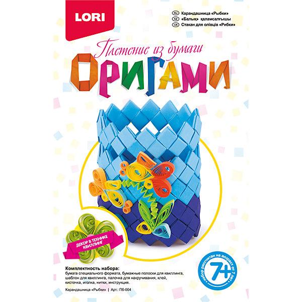 Оригами. Карандашница Рыбки, LORIБумага<br>Оригами. Карандашница Рыбки, Lori - увлекательный набор для детского творчества, который познакомит Вашего ребенка с оригинальной техникой квиллинга и поможет создать чудесную поделку из бумаги. В наборе есть все необходимые для работы материалы: бумага специального формата, бумажные полоски для квиллинга, шаблон для квиллинга, палочка для накручивания, клей и многое другое. <br><br>Процесс изготовления не представляет больших сложностей, но маленьким детям потребуется помощь родителей, так как бумажные заготовки необходимо сшивать между собой.<br>Итогом работы станет замечательный аксессуар - подставка для карандашей, декорированная объемными фигурками разноцветных рыбок. Набор способствует развитию внимания, аккуратности, мелкой моторики рук, у ребёнка формируется интерес к художественно-прикладной деятельности, развивается творческая активность, стремление к самовыражению.<br><br>Дополнительная информация:<br><br>- В комплекте: бумага специального формата, бумажные полоски для квиллинга, шаблон для квиллинга, палочка для накручивания, клей, кисточка, иголка, нитки, инструкция.<br>- Размер упаковки: 21 x 13,5 x 3,2 см.<br>- Вес: 114 гр.<br><br>Набор Оригами. Карандашница Рыбки, Lori, можно купить в нашем интернет-магазине.<br>Ширина мм: 208; Глубина мм: 135; Высота мм: 35; Вес г: 110; Возраст от месяцев: 84; Возраст до месяцев: 156; Пол: Женский; Возраст: Детский; SKU: 3970834;