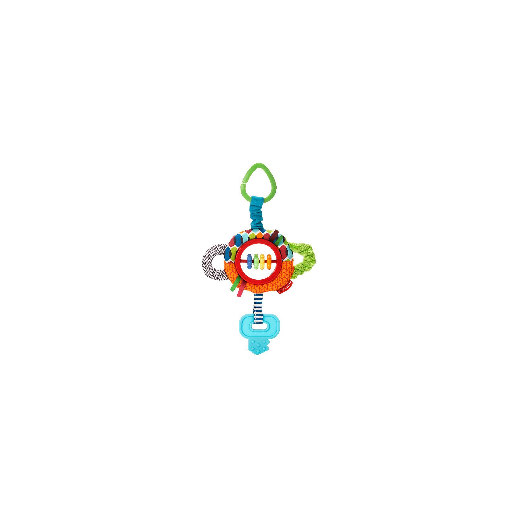 Развивающая игрушка-подвеска Ключик, Skip HopПодвески<br>Развивающая игрушка-подвеска Ключик, Skip Hop<br><br>Характеристики:<br><br>• В набор входит: игрушка<br>• Состав: текстиль, пластик, каучук<br>• Размер: 17 * 3 * 25 см.<br>• Для детей в возрасте: от 6 месяцев<br>• Страна производитель: Китай<br><br>Наполненные новыми разными ощущениями текстур и звуков, маленькие ручки будут заняты изучением изгибов и шуршаний благодаря этому яркому ключику. Игрушка оснащена прорезиненными деталями для прорезывания зубов, безопасными бусинами, шуршащими элементами и подвеской для крепления на коляску или кроватку. <br><br>Благодаря удобному размеру игрушку легко хватать ручками и с ней приятно играть даже самым маленьким. Игрушка сочетает в себе сразу несколько цветов, чтобы привлечь внимание малыша и научить его разным оттенкам. Играя с этой игрушкой малыш сможет развивать логическое мышление, звуковое, зрительное и тактильное восприятие, а также моторику рук. <br><br>Развивающая игрушка-подвеска Ключик, Skip Hop можно купить в нашем интернет-магазине.<br><br>Ширина мм: 199<br>Глубина мм: 167<br>Высота мм: 32<br>Вес г: 73<br>Цвет: mehrfarbig<br>Возраст от месяцев: 1<br>Возраст до месяцев: 36<br>Пол: Унисекс<br>Возраст: Детский<br>SKU: 3971279