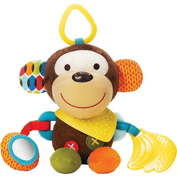 Развивающая игрушка-подвеска Обезьяна, Skip HopИгрушки для новорожденных<br>Развивающая игрушка-подвеска Обезьяна, Skip Hop<br><br>Характеристики:<br><br>• В набор входит: игрушка<br>• Состав: текстиль, каучук<br>• Размер: 13 * 7,5 * 25,5 см.<br>• Для детей в возрасте: от 6 месяцев<br>• Страна производитель: Китай<br><br>Наполненные новыми разными ощущениями текстур и звуков, маленькие ручки будут заняты изучением изгибов и шуршаний благодаря этой озорной обезьянке. Игрушка оснащена прорезиненными деталями для прорезывания зубов, безопасным зеркальцем, шуршащими элементами и подвеской для крепления на коляску и кроватку. Игрушка изготовлена по современным технологиям и исключает добавление вредных для малышей компонентов. <br><br>Благодаря удобному размеру игрушку легко хватать ручками и с ней приятно играть даже самым маленьким. Игрушка сочетает в себе сразу несколько цветов, чтобы привлечь внимание малыша и научить его разным оттенкам. Играя с этой игрушкой малыш сможет развивать логическое мышление, звуковое, зрительное и тактильное восприятие, а также моторику рук. <br><br>Развивающая игрушка-подвеска Обезьяна, Skip Hop можно купить в нашем интернет-магазине.<br>Ширина мм: 193; Глубина мм: 180; Высота мм: 116; Вес г: 141; Цвет: mehrfarbig; Возраст от месяцев: 1; Возраст до месяцев: 36; Пол: Унисекс; Возраст: Детский; SKU: 3971281;