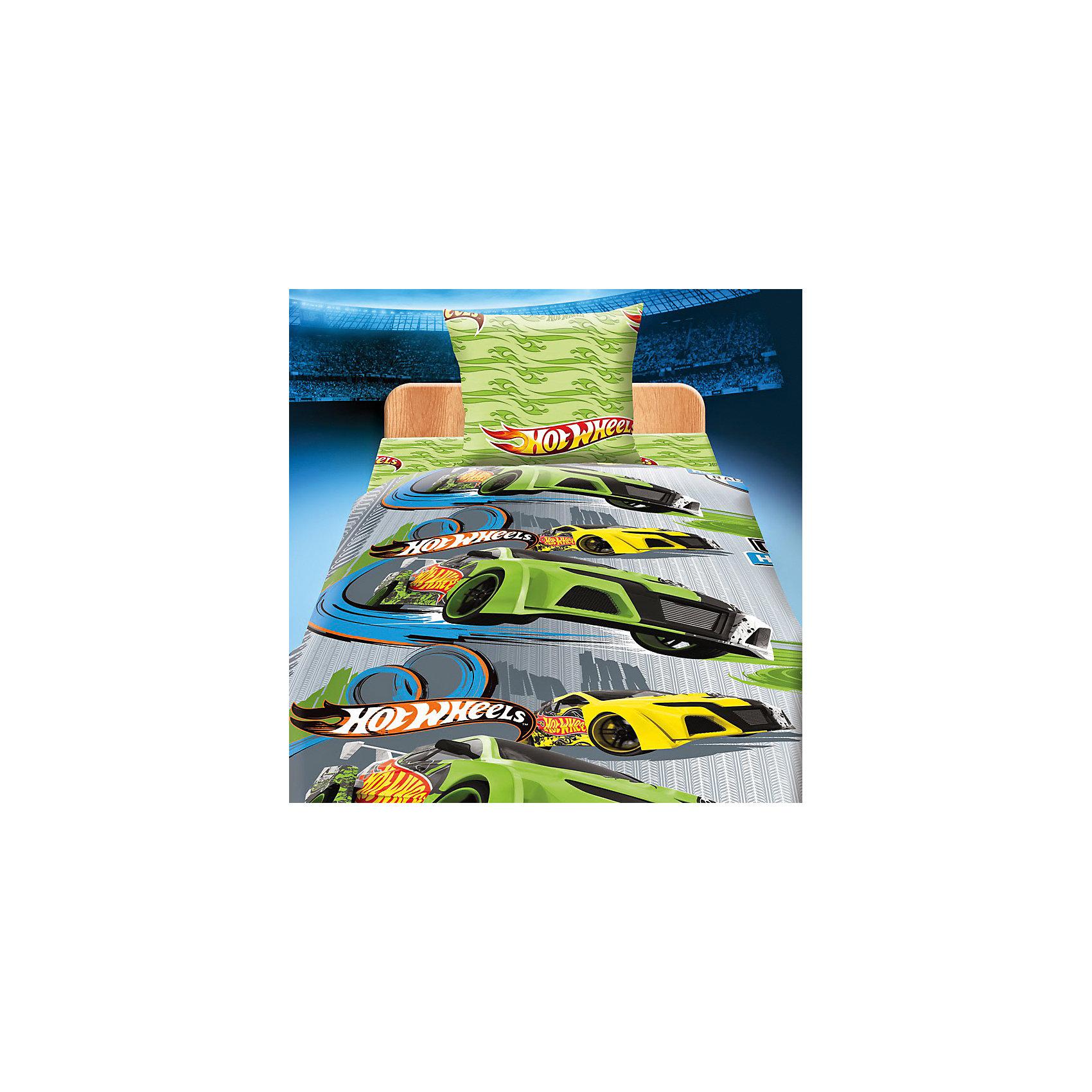 Комплект Гонки 1,5-спальный, Hot WheelsHot Wheels<br>Комплект Гонки с яркими машинками порадует вашего юного экстремала! Постельное белье выполнено из высококачественного хлопка, очень приятно к телу. В производстве изделия используются качественные  красители, что позволяет  сохранять яркость цвета на протяжении всего времени эксплуатации. Ткань не вызывает аллергических реакций, обладает высокой воздухопроницаемостью, гипоаллергенна.<br><br>Дополнительная информация:<br><br>- Комплектация: наволочка (1 шт.), простыня (1 шт.), пододеяльник на прорези (1 шт.).<br>- Материал: хлопок (бязь) 100%.<br>- Размер: наволочка -  70х70 см, простыня - 214х150 см, пододеяльник - 215х143 см.<br><br>Комплект Гонки 1,5-спальный (бязь), Hot Wheels (Хот Вилс) можно купить в нашем магазине.<br><br>Ширина мм: 250<br>Глубина мм: 350<br>Высота мм: 70<br>Вес г: 500<br>Возраст от месяцев: 36<br>Возраст до месяцев: 168<br>Пол: Мужской<br>Возраст: Детский<br>SKU: 3973754