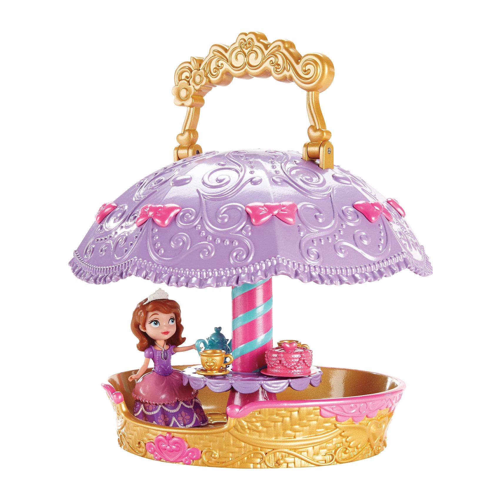 Игровой набор Чаепитие на воздушном шаре, София ПрекраснаяВперед, в небо! Набор «София Прекрасная: чаепитие на воздушном<br>шаре» 2 в 1 приглашает улететь в сказку. Чаепитие может на-<br>чаться на земле: принцесса София с кем-нибудь из ее друзей (продают-<br>ся отдельно) сидят за столом и разливают чай из прилагаемого чайника<br>по двум чашкам. А затем достаточно просто повернуть ручку, как зонтик<br>раскрывается и превращается в воздушный шар, готовый «взлететь» в<br>небесную синеву! Чтобы игра и чаепитие были еще веселее, стол может<br>вертеться!<br><br>Ширина мм: 215<br>Глубина мм: 220<br>Высота мм: 355<br>Вес г: 945<br>Возраст от месяцев: 36<br>Возраст до месяцев: 96<br>Пол: Женский<br>Возраст: Детский<br>SKU: 3985779