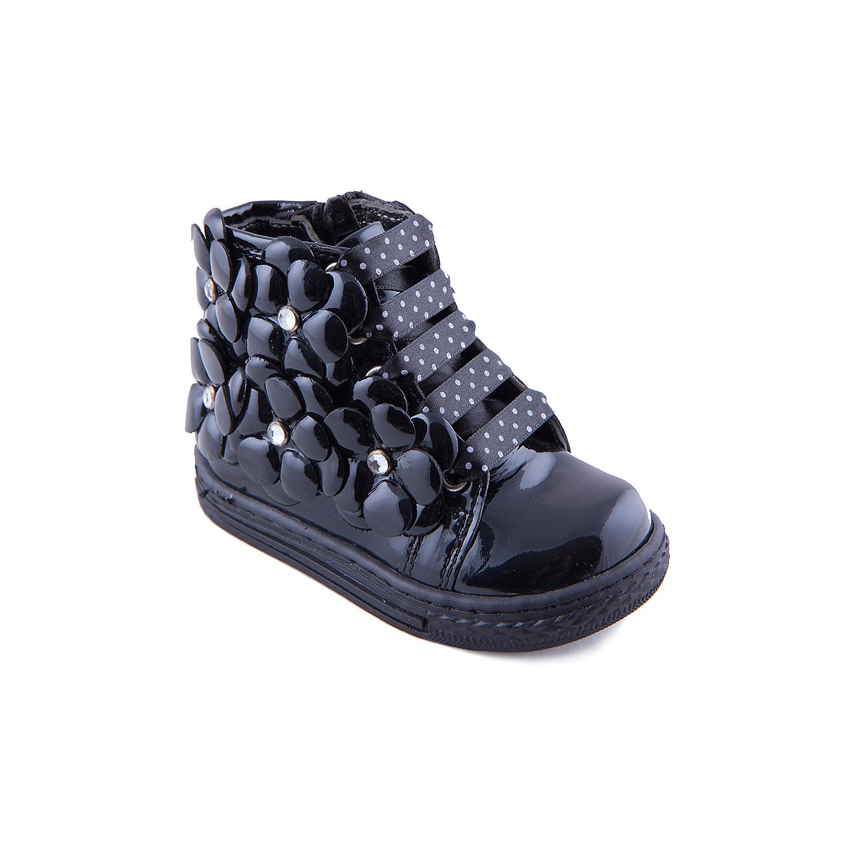 Ботинки для девочки MinimenБотинки<br>Эффектные ботинки из натуральной кожи для девочки от известного бренда Minimen. Изделие предназначено для использования в сухую погоду при температуре воздуха выше +10 градусов и обладает следующими особенностями:<br>- глубокий черный цвет, объемный декор, лак;<br>- шнурки в белый горошек впереди, молния и маленький ремешок с кнопкой сбоку;<br>- усиленный противоударный мыс;<br>- высокий укрепленный задник, надежно фиксирующий пятку;<br>- подкладка из натуральной кожи;<br>- кожаная анатомическая стелька с супинатором обеспечивает поддержку стопы во всех отделах;<br>- легкая нескользящая подошва.<br>Идеальная обувь для любимых ножек.<br><br>Дополнительная информация:<br>- Температурный режим: выше +10 градусов<br>- Состав: <br>Материал верха: натуральная кожа 100%; <br>Материал подкладки: натуральная кожа 100%; <br>Материал подошвы: термопластик 100%<br><br>Ботинки для девочки Minimen (Минимен) можно купить в нашем магазине<br><br>Ширина мм: 262<br>Глубина мм: 176<br>Высота мм: 97<br>Вес г: 427<br>Цвет: синий<br>Возраст от месяцев: 36<br>Возраст до месяцев: 48<br>Пол: Женский<br>Возраст: Детский<br>Размер: 27,21,25,30,20,22,29,28,26,24,23<br>SKU: 4006239