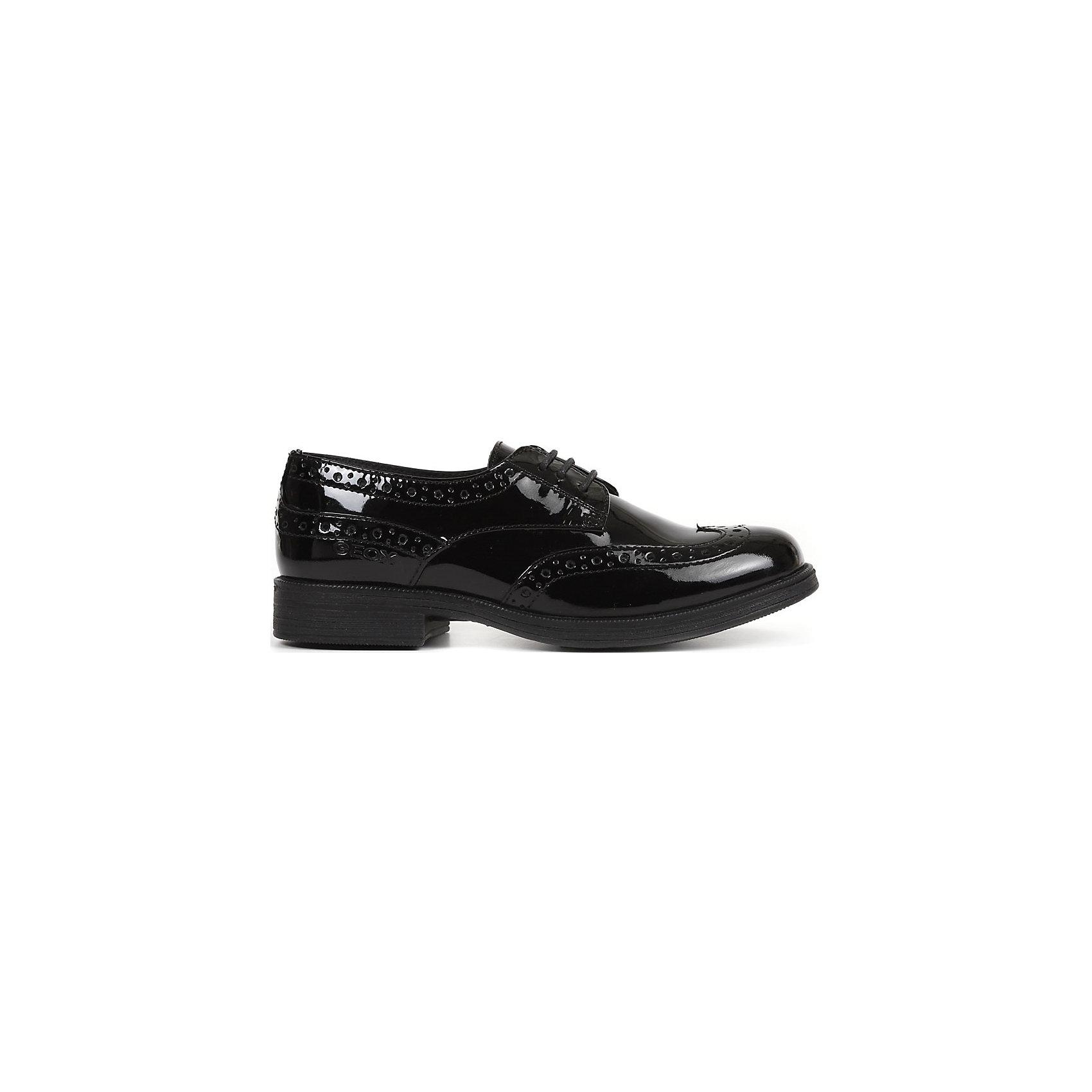 Полуботинки для девочки GeoxОбувь<br>Блестящие и очень стильные! Актуальные туфли GEOX (ГЕОКС) прекрасный выбор для школы и прогулок. Ножки ребенка будут Вам благодарны. Туфли выполнены из натуральной кожи, стопа в них отлично дышит. Удобная шнуровка, перфорированные акценты и устойчивый каблучок. Благодаря своему опыту специалисты компании GEOX (ГЕОКС) точно знают что необходимо ногам ребенка каждого возраста. Балетки универсальная обувь, в которой всегда комфортно. Полимерная подошва этой модели создана по эксклюзивной технологии GEOX (ГЕОКС) и снабжена дышащей и водонепроницаемой мембраной, что способствует естественной терморегуляции и создает внутри обуви идеальный микроклимат.  <br><br>Дополнительная информация:<br><br>- Сезон: весна/лето;<br>- Запатентованная мембранная технология Breathable;<br>- Материал верха: натуральная кожа;     <br>- Материал подошвы: резина;                                                                                                                     <br>- Подкладка: 70% текстиль, 30% натуральная кожа;<br>- Стильный дизайн.<br>                                                         <br>Туфли для девочки GEOX (ГЕОКС) можно купить в нашем интернет-магазине.<br><br>Ширина мм: 227<br>Глубина мм: 145<br>Высота мм: 124<br>Вес г: 325<br>Цвет: черный<br>Возраст от месяцев: 72<br>Возраст до месяцев: 84<br>Пол: Женский<br>Возраст: Детский<br>Размер: 30,39,32,36,35,34,33,37,37,28,28,30,39,29,31,29,38,38,31<br>SKU: 4011877