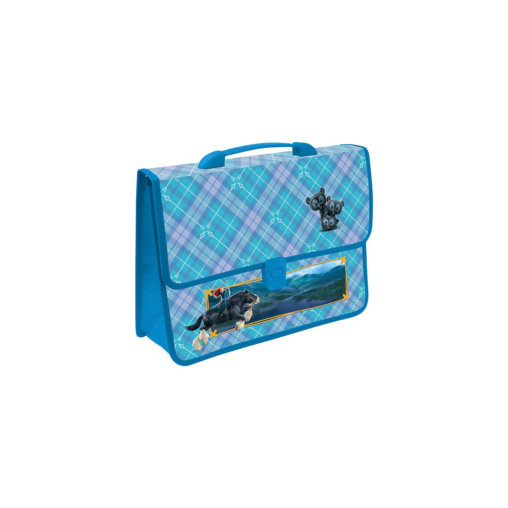 Папка-портфель А4 Храбрая Сердцем, Принцессы ДиснейПапка-портфель А4 Храбрая Сердцем, Disney Princess (Принцессы Диснея) предназначена для хранения и переноски тетрадей, нот, рисунков и прочих бумаг формата А4, а также ручек, карандашей, ластиков и точилок. Папка выполнена из практичного полипропилена в голубом цвете и украшена изображениями принцессы Мериды и ее верного коня – персонажей диснеевского мультфильма «Храбрая Сердцем». Надежный замок-щеколда и обшитые текстильной тесьмой края обеспечивают максимальный комфорт и практичность в использовании. <br><br>Характеристики:<br>-Серия: Храбрая Сердцем, Принцессы Диснея<br>-Закругленные края<br>-Повышенная прочность благодаря окантовке краев<br>-Удобный пластикой замок<br>-Легко чистить влажной тряпочкой<br>-Надежная ручка для переноски<br><br>Дополнительная информация:<br>-Размеры: 30х150х240 мм<br>-Вес: 189 г<br>-Материалы: полипропилен<br>-Толщина пластика: 0,7 мм<br><br>Пластиковый портфель станет хорошей альтернативой громоздкому рюкзаку, если с собой нужно взять только альбом, нотную тетрадку, пару ручек и упаковку фломастеров, например, на занятия в художественную или музыкальную школу.<br><br>Папка-портфель А4 Храбрая Сердцем, Disney Princess (Принцессы Диснея) можно купить в нашем магазине.<br><br>Ширина мм: 30<br>Глубина мм: 150<br>Высота мм: 240<br>Вес г: 189<br>Возраст от месяцев: 48<br>Возраст до месяцев: 144<br>Пол: Женский<br>Возраст: Детский<br>SKU: 4014026