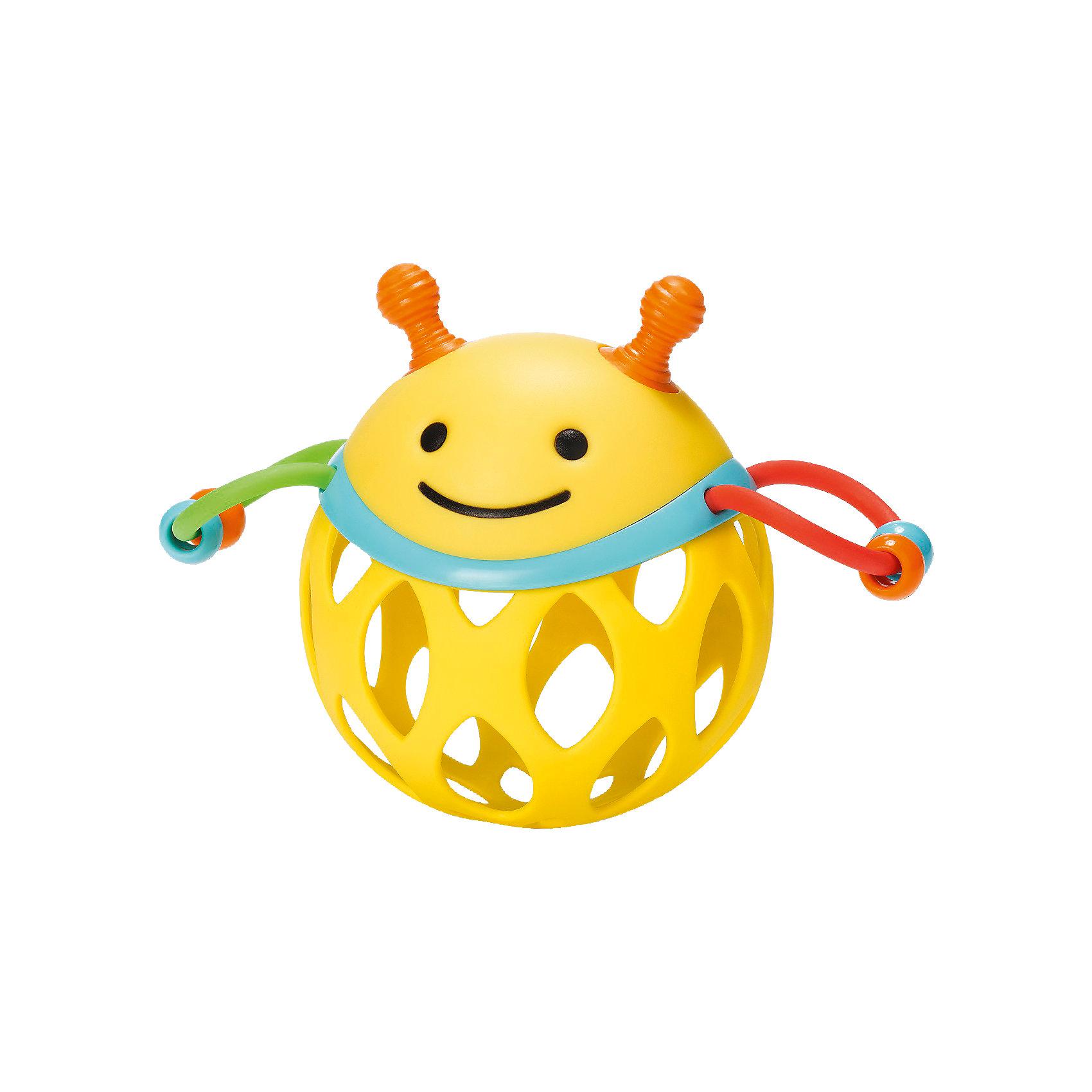 Игрушка-погремушка Шар-пчела, Skip HopПогремушки<br>Характеристики товара:<br><br>• возраст от 3 месяцев;<br>• материал: пластик;<br>• размер упаковки 17х15х8 см;<br>• вес упаковки 135 гр.;<br>• страна производитель: Китай.<br><br>Игрушка-погремушка «Шар-пчела» Skip Hop — развивающая игрушка для малышей от 3 месяцев, которую малыш может трясти, катать, трогать ручками. По бокам крылышки пчелки, сделанные из ниточки с нанизанными бусинами, которые свободно перемещаются. На корпусе имеются прорезиненные детали для прорезывания зубов. Игрушка изготовлена из качественного безвредного пластика. Игрушка способствует развитию хватательного рефлекса, мелкой моторики рук, тактильных ощущений.<br><br>Игрушку-погремушку «Шар-пчела» Skip Hop можно приобрести в нашем интернет-магазине.<br><br>Ширина мм: 174<br>Глубина мм: 167<br>Высота мм: 86<br>Вес г: 121<br>Цвет: mehrfarbig<br>Возраст от месяцев: 1<br>Возраст до месяцев: 36<br>Пол: Унисекс<br>Возраст: Детский<br>SKU: 4021566