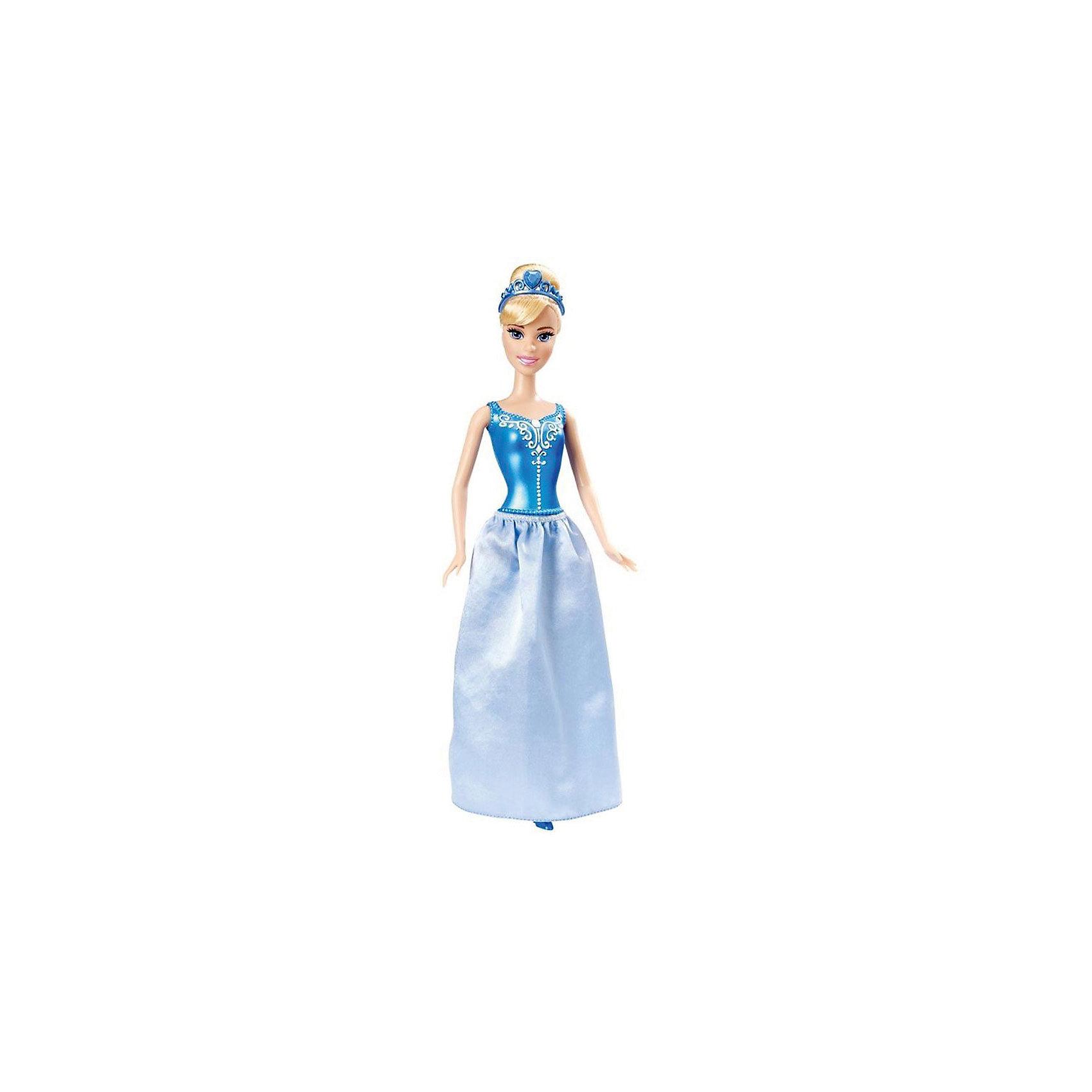 Кукла Золушка, Принцессы ДиснейКукла Золушка, Disney Princess (Принцесса Диснея) – эта кукла поможет вашей малышке окунуться в мир сказки.<br>Золушка из серии «Принцессы Диснея» выглядит совсем как героиня мультфильма! Одета кукла в платье по цветам и стилю, напоминающее наряд Золушки на балу. Платье состоит из цельного с телом куклы пластикового лифа с украшениями и снимающейся юбки. На ногах туфельки. На белых волосах куколки красуется синяя диадема. Волосы густые и хорошо прошиты. У куклы детально прорисованное лицо. Ручки, ножки и голова куколки подвижны. Руки не сгибаются в локтях. Ваша малышка с удовольствием будет играть с этой куколкой, проигрывая сюжеты из мультсериала или придумывая различные истории.<br><br>Дополнительная информация:<br><br>- Материал: высококачественный пластик, текстиль<br>- Рост куклы: 29 см.<br>- Размер упаковки: 32,5 х 10 х 5 см.<br>- Вес: 212 гр.<br><br>Куклу Золушка, Disney Princess (Принцесса Диснея) можно купить в нашем интернет-магазине.<br><br>Ширина мм: 10<br>Глубина мм: 5<br>Высота мм: 32<br>Вес г: 212<br>Возраст от месяцев: 36<br>Возраст до месяцев: 144<br>Пол: Женский<br>Возраст: Детский<br>SKU: 4026504