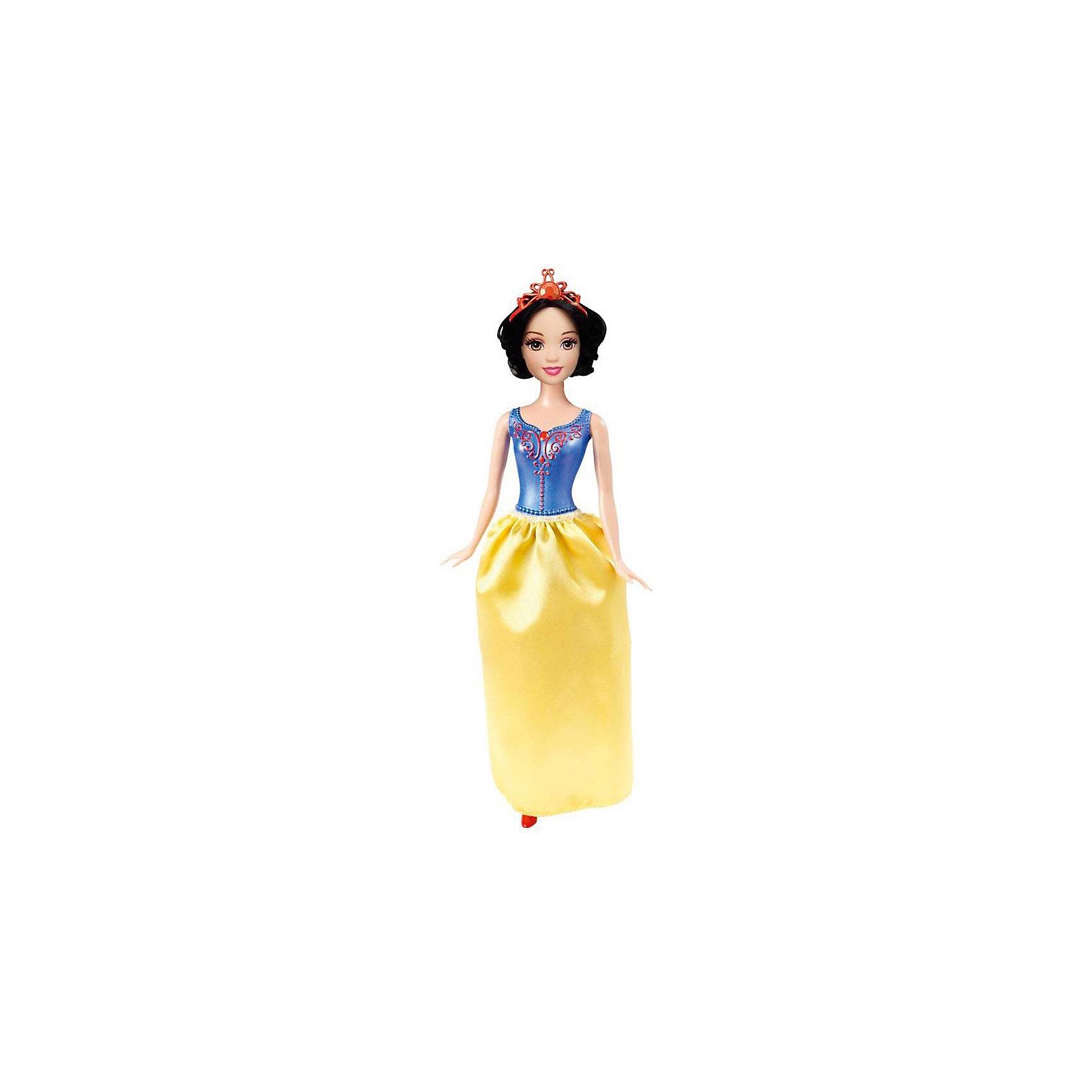 Кукла Белоснежка, Принцессы ДиснейИгрушки<br>Кукла Белоснежка, Disney Princess (Принцесса Диснея) – эта кукла поможет вашей малышке окунуться в мир сказки.<br>Белоснежка из серии «Принцессы Диснея» выглядит совсем как героиня мультфильма! Одета кукла в платье по цветам и стилю, напоминающее наряд в котором Белоснежка убежала в лес, где и нашла домик гномов. Платье состоит из цельного с телом куклы пластикового лифа с украшениями и снимающейся юбки. На ногах туфельки. На волосах куколки красуется красная диадема. Волосы густые и хорошо прошиты. У куклы детально прорисованное лицо. Ручки, ножки и голова куколки подвижны. Руки не сгибаются в локтях. Ваша малышка с удовольствием будет играть с этой куколкой, проигрывая сюжеты из мультсериала или придумывая различные истории.<br><br>Дополнительная информация:<br><br>- Материал: высококачественный пластик, текстиль<br>- Рост куклы: 29 см.<br>- Размер упаковки: 32,5 х 10 х 5 см.<br>- Вес: 212 гр.<br><br>Куклу Белоснежка, Disney Princess (Принцесса Диснея) можно купить в нашем интернет-магазине.<br><br>Ширина мм: 10<br>Глубина мм: 5<br>Высота мм: 32<br>Вес г: 212<br>Возраст от месяцев: 36<br>Возраст до месяцев: 144<br>Пол: Женский<br>Возраст: Детский<br>SKU: 4026505