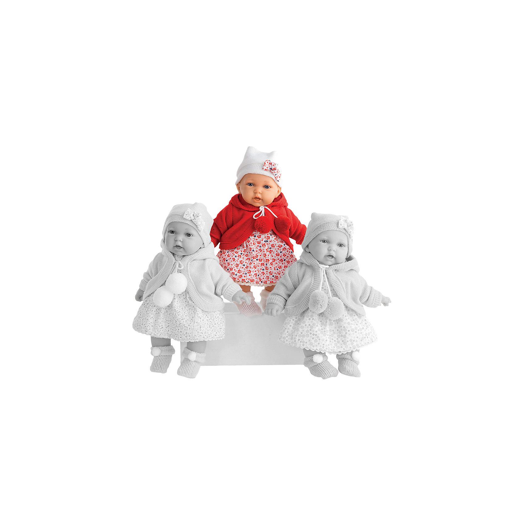 Кукла Азалия в красном, 27 см, Munecas Antonio JuanБренды кукол<br>Очаровательная малышка Азалия, Munecas Antonio Juan (Мунекас Антонио Хуан), покорит не только детей но даже их родителей. Куколка выглядит как настоящая маленькая девочка, а ее трогательный внешний вид вызывает только самые положительные и добрые эмоции. Все куклы Антонио Мунекас производятся в Испании в маленьком городе Аликанте и отличаются высоким качеством и потрясающим сходством с настоящими младенцами. В коллекции представлены куклы разных возрастов, как новорожденных так и детей постарше. Все детали тщательно проработаны, пропорции идентичны строению маленького ребенка. В создании кукол и одежды для них принимали участие известные европейские дизайнеры, поэтому каждая куколка имеет свой неповторимый индивидуальный образ и чудесный модный наряд, сшитый вручную.<br><br> Искусно выполненные детали, такие как складочки на ручках и ножках, пушистые реснички, пухлые щечки и губки, придают игрушке трогательный и реалистичный вид. Туловище куклы мягконабивное и маленькая хозяйка будет с удовольствием обнимать и тискать ее. Если нажать кукле на животик один раз - она засмеется, второй раз - скажет мама, третий раз - скажет папа. У Азалии подвижные ручки и ножки, изготовленные из высококачественного эластичного винила, глазки не закрываются. Куколка одета в симпатичное платьице с цветочным рисунком, теплую красную кофточку с помпонами и шапочку с бантиком, на ножках теплые пинетки. Эта чудесная милая куколка станет любимицей Вашей девочки и будет воспитывать в ней доброту, внимание и заботу.<br><br>Дополнительная информация:<br><br>- Материал: текстиль, винил.<br>- Требуются батарейки: 3 х АА 1,5V (входят в комплект).<br>- Высота куклы: 27 см.<br>- Размер упаковки: 17,5 x 31 x 10 см.<br>- Вес: 0,65 кг.<br><br>Куклу Азалия в красном, Munecas Antonio Juan (Мунекас Антонио Хуан), можно купить в нашем интернет-магазине.<br><br>Ширина мм: 100<br>Глубина мм: 175<br>Высота мм: 310<br>Вес г: 645<br>Возраст от м