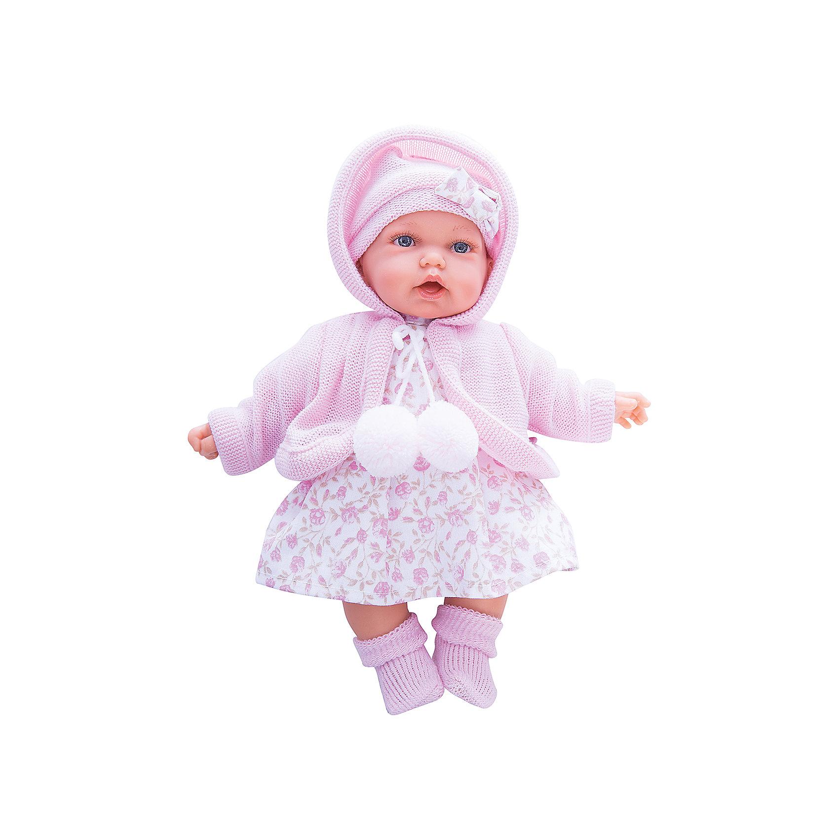 Кукла Азалия в розовом, 27 см, Munecas Antonio JuanБренды кукол<br>Очаровательная малышка Азалия, Munecas Antonio Juan (Мунекас Антонио Хуан), покорит не только детей но даже их родителей. Куколка выглядит как настоящая маленькая девочка, а ее трогательный внешний вид вызывает только самые положительные и добрые эмоции. Все куклы Антонио Мунекас производятся в Испании в маленьком городе Аликанте и отличаются высоким качеством и потрясающим сходством с настоящими младенцами. В коллекции представлены куклы разных возрастов, как новорожденных так и детей постарше. Все детали тщательно проработаны, пропорции идентичны строению маленького ребенка. В создании кукол и одежды для них принимали участие известные европейские дизайнеры, поэтому каждая куколка имеет свой неповторимый индивидуальный образ и чудесный модный наряд, сшитый вручную.<br><br>У куклы Азалии милое детское личико и мягкие темные волосы, за которыми приятно ухаживать и расчесывать. Искусно выполненные детали, такие как складочки на ручках и ножках, пушистые реснички, пухлые щечки и губки, придают игрушке трогательный и реалистичный вид. Туловище куклы мягконабивное и маленькая хозяйка будет с удовольствием обнимать и тискать ее. Если нажать кукле на животик один раз - она засмеется, второй раз - скажет мама, третий раз - скажет папа. У Азалии подвижные ручки и ножки, изготовленные из высококачественного эластичного винила, глазки не закрываются. Куколка одета в симпатичное платьице с цветочным рисунком, теплую нежно-розовую кофточку с помпонами и шапочку с бантиком, на ножках теплые розовые пинетки. Эта чудесная милая куколка станет любимицей Вашей девочки и будет воспитывать в ней доброту, внимание и заботу.<br><br>Дополнительная информация:<br><br>- Материал: текстиль, винил.<br>- Требуются батарейки: 3 х АА 1,5V (входят в комплект).<br>- Высота куклы: 27 см.<br>- Размер упаковки: 17,5 x 31 x 10 см.<br>- Вес: 0,65 кг.<br><br>Куклу Азалия в розовом, Munecas Antonio Juan (Мунекас Антонио Хуан), можно купи