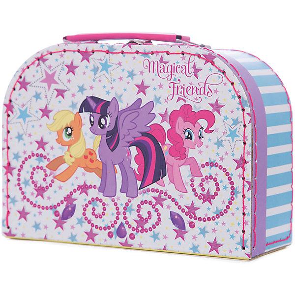 Шьем сумочку Пинки Пай, My Little PonyMy little Pony<br>Набор Шьем сумочку Пинки Пай, My Little Pony (Мой маленький пони) отлично подойдет для самых юных рукодельниц, которые только начинают осваивать увлекательное искусство шитья. Каждая деталь из фетра перфорирована таким образом, чтобы девочка могла очень легко сшить их безопасной иголкой. Используя подробную инструкцию, она легко сможет сделать оригинальную круглую сумочку с ручками с изображением задорной Пинки Пай. Презентабельная упаковка в виде чемоданчика делает набор роскошным подарком.<br><br>Комплектация: фетровые детали, безопасная игла, нитки, текстильные заготовки для ручек, пайетки<br><br>Дополнительная информация:<br>-Серия: Мой маленький пони: Дружба – это чудо<br>-Вес в упаковке: 175 г<br>-Размеры в упаковке: 200х80х145 мм<br>-Материалы: фетр, пластик, картон, металл<br>-Упаковка: сумка с ручкой<br><br>Творческий набор станет замечательным подарком всем поклонницам мультсериала «Дружба – это чудо!», а также всем девочкам, которые мечтают научиться шить!<br><br>Шьем сумочку Пинки Пай, My Little Pony (Май литл Пони) можно купить в нашем магазине.<br>Ширина мм: 200; Глубина мм: 80; Высота мм: 145; Вес г: 175; Возраст от месяцев: 60; Возраст до месяцев: 144; Пол: Женский; Возраст: Детский; SKU: 4035254;